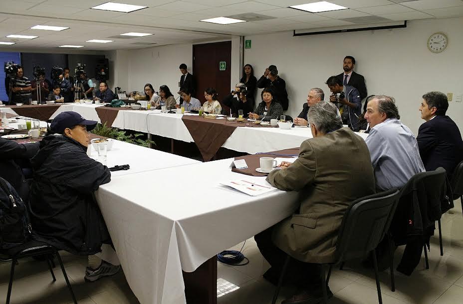 Foto 2 El secretario Jos  Antonio Meade y el subsecretario Ernesto Nemer se reunieron con los representantes de los medios de comunicaci n.jpg