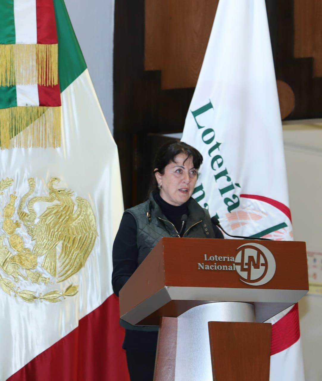 Fotografía de Margarita González Saravia Calderón durante su intervención