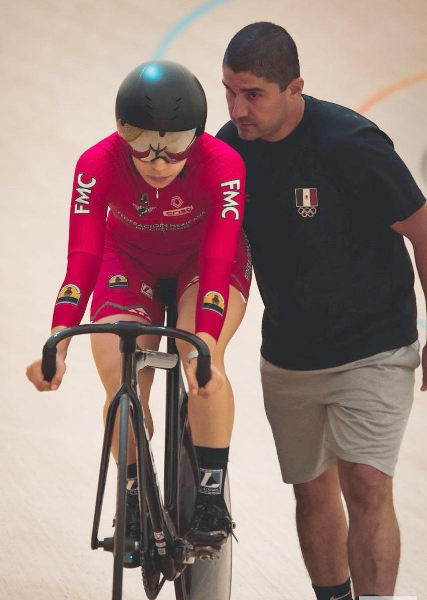 /cms/uploads/image/file/627075/Iv_n_Ruiz_dando_indicaciones_a_la_ciclista_Daniela_Gaxiola_antes_de_iniciar_competencia.jpg