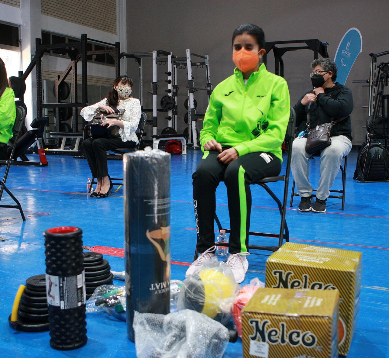 /cms/uploads/image/file/640028/Entrega_CONADE_material_deportivo_a_atletas_rumbo_a_Juegos_Paral_mpicos_2.jpeg