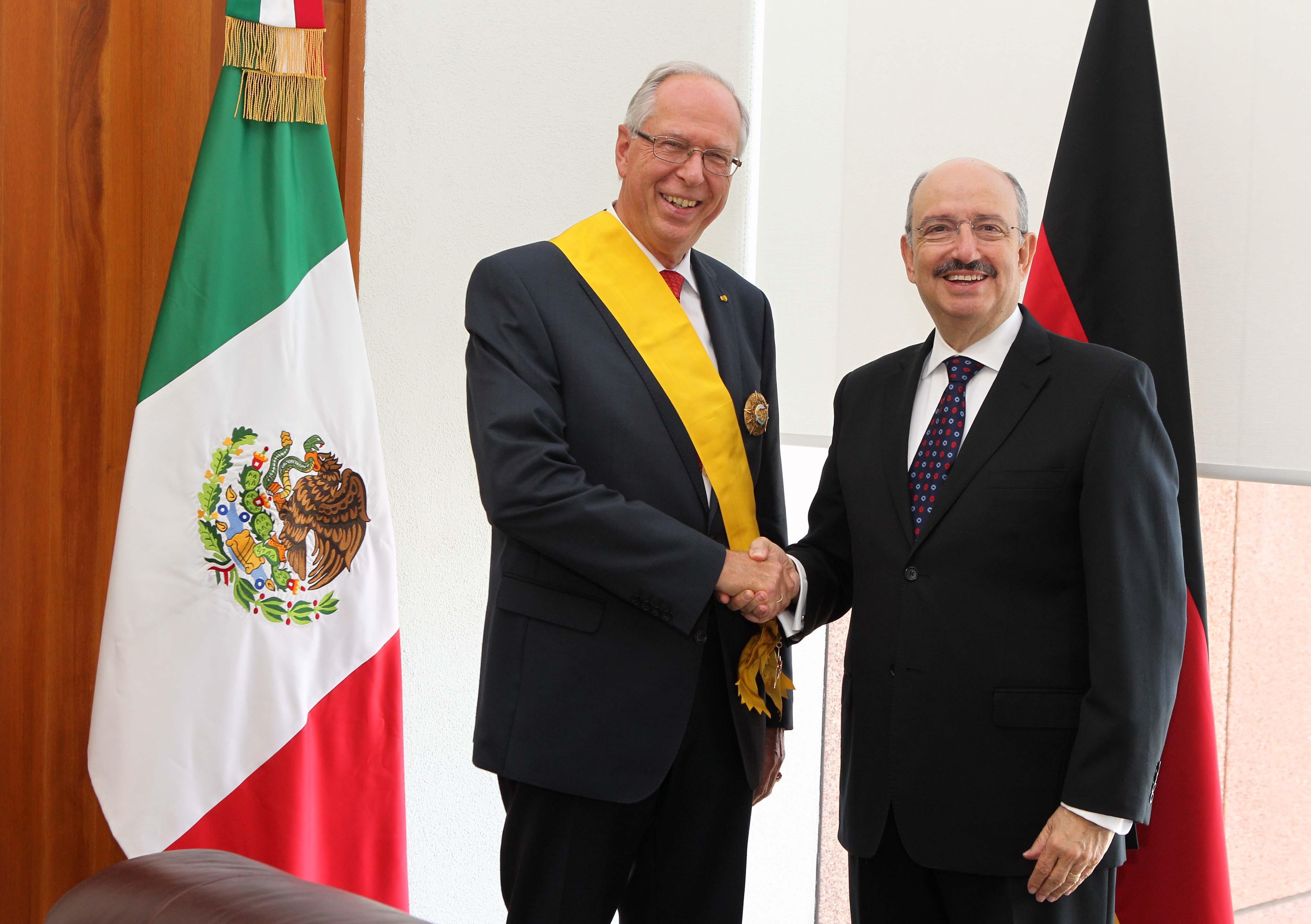 FOTO Subsecretario Carlos de Icaza con el ex Embajador de la Rep blica Federal de Alemania en nuestro pa s  Edmund Duckwitz.jpg