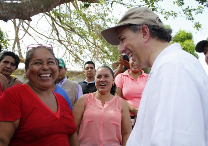 FOTO 3 Secretario Meade en Cihuatl n  Jalisco  donde realiz  un recorrido en las zonas afectadas por el hurac n Patriciajpg