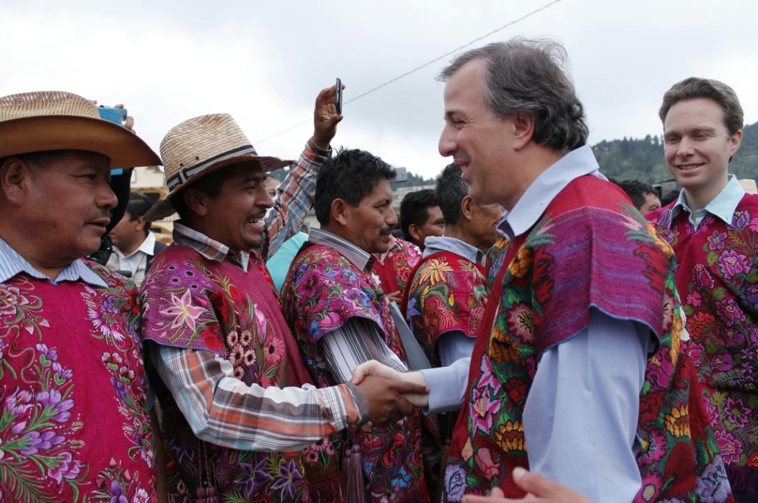 FOTO 2 El secretario de Desarrollo Social  Jos  Antonio Meade Kuribre a  firm  el d a de hoy junto con el gobernador del estado de Chiapasjpg