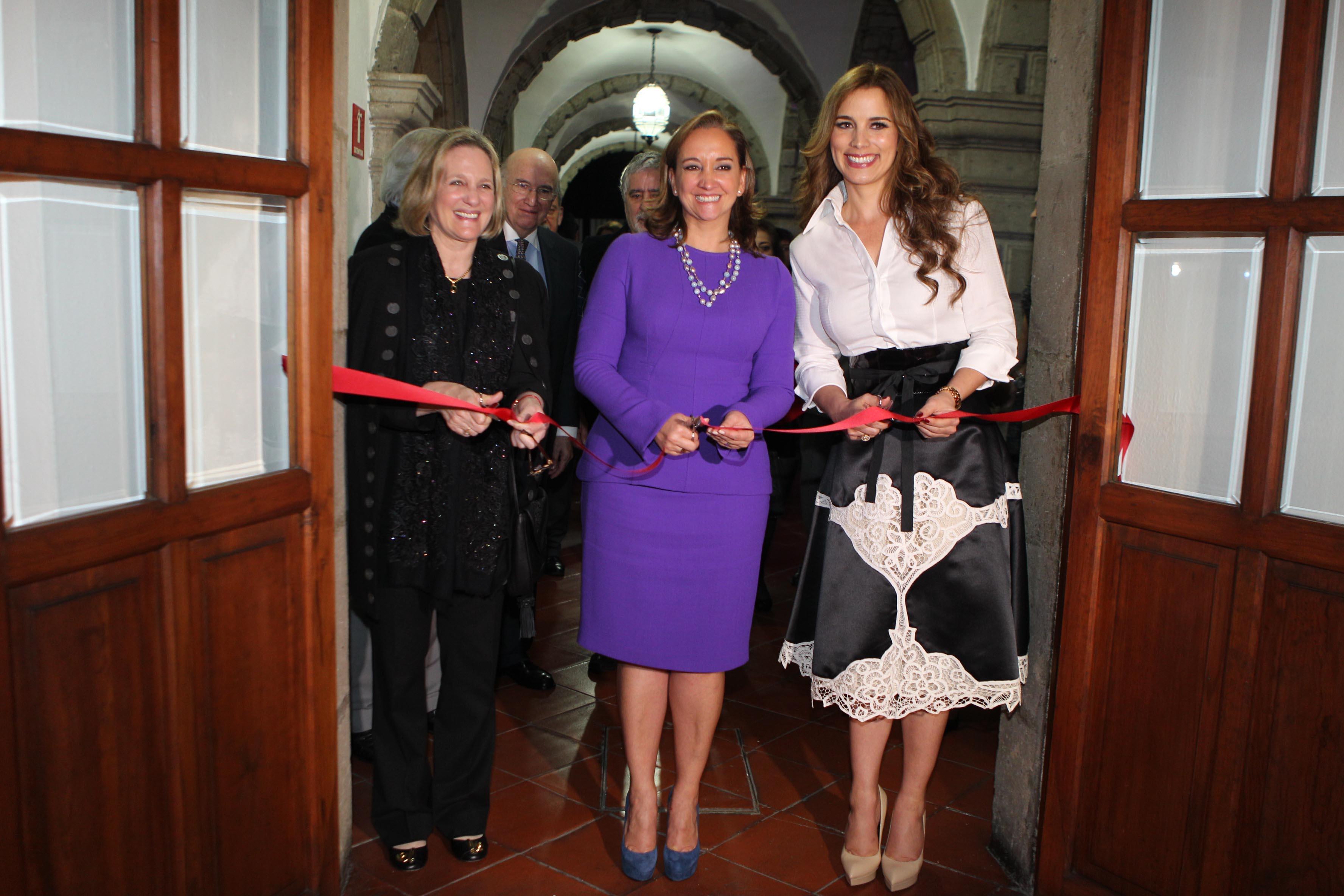FOTO 1 La Canciller Claudia Ruiz Massieu inaugura exposici n de artistas peruanos.jpg