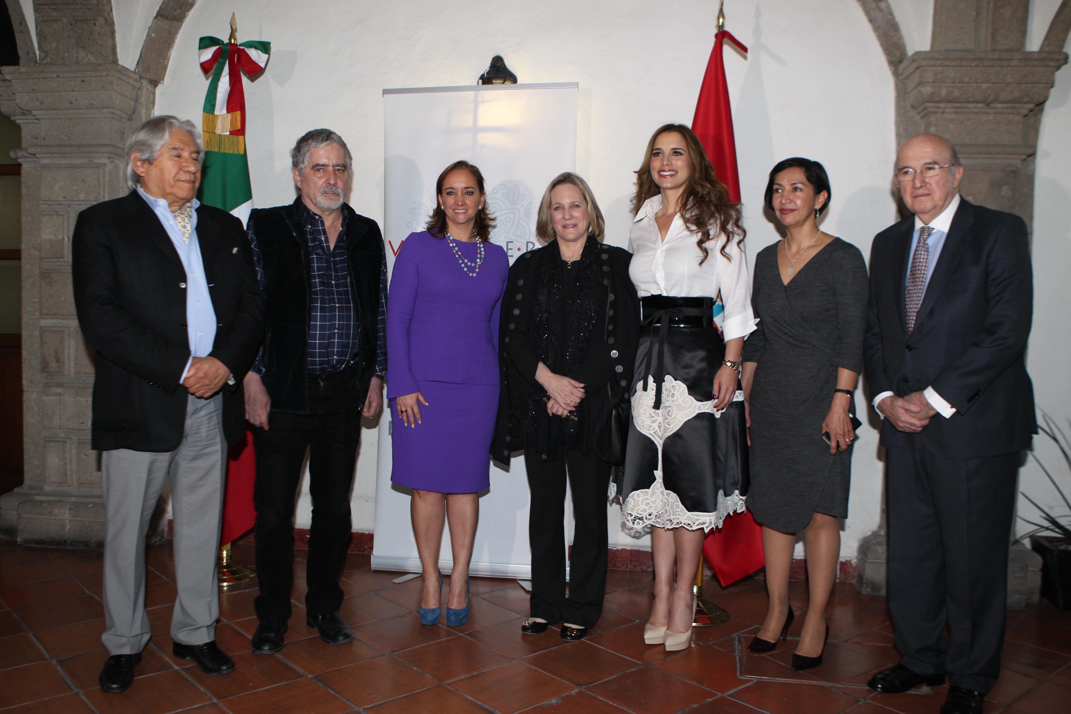 FOTO 2 La Canciller Claudia Ruiz Massieu inaugura exposici n de artistas peruanos.jpg