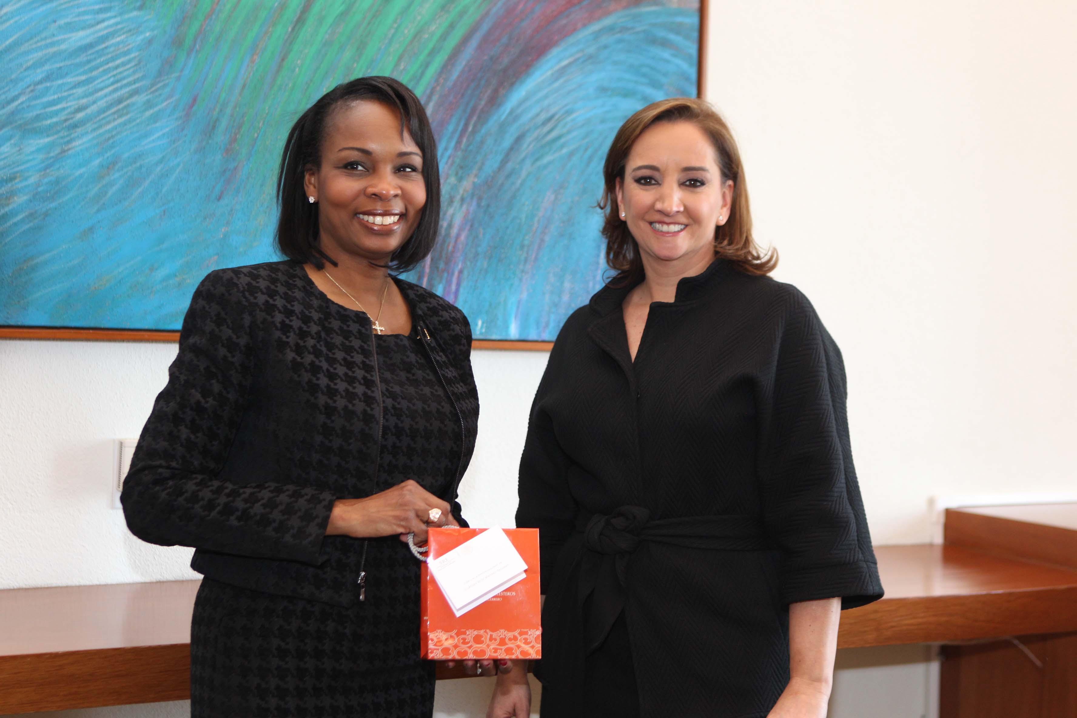 FOTO 1 Canciller Claudia Ruiz Massieu con la Alcaldesa de San Antonio  Ivy Taylorjpg