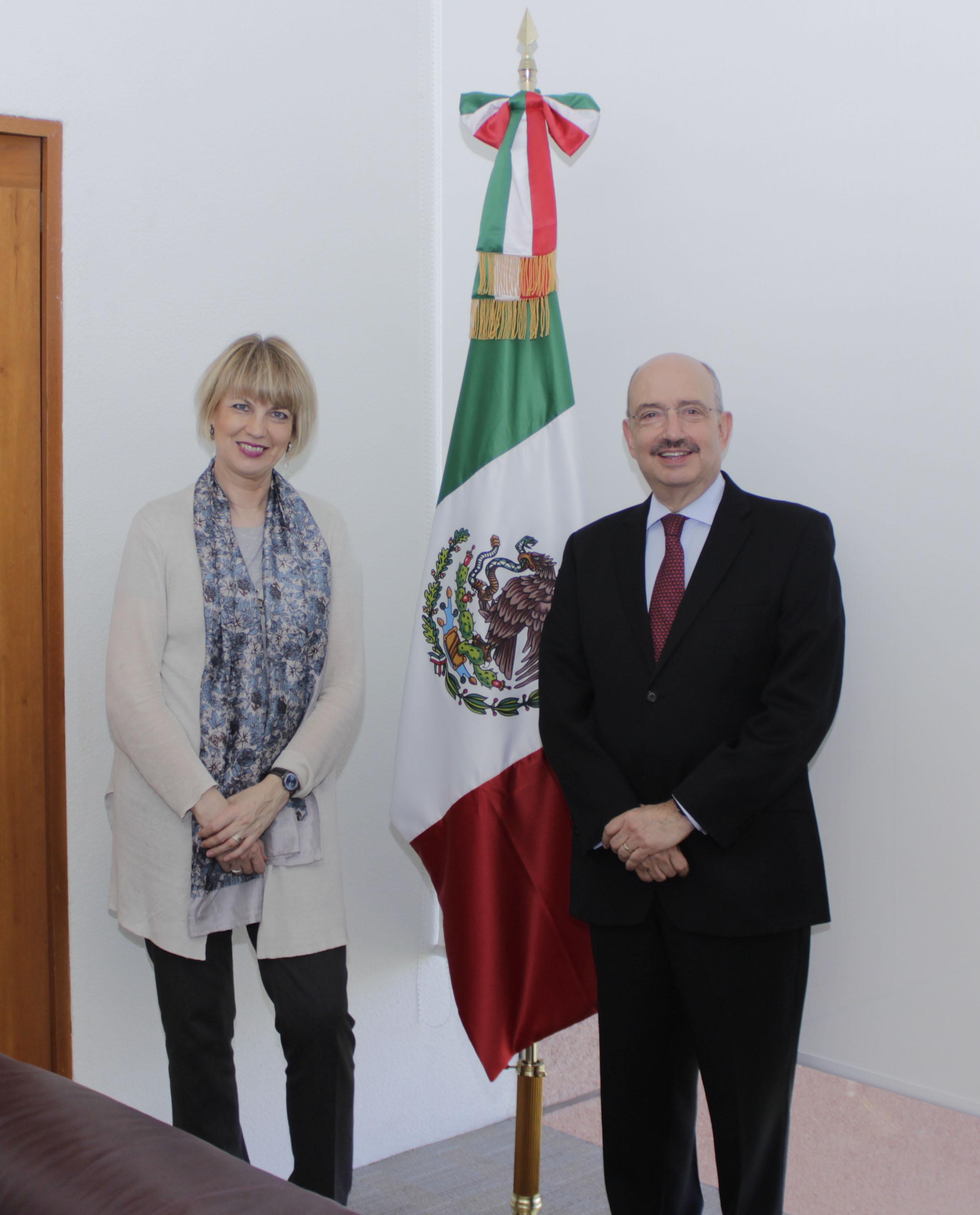FOTO Embajador Carlos de Icaza y la Secretaria General Adjunta del Servicio Europeo de Acci n Exterior  Helga Schmid.jpg