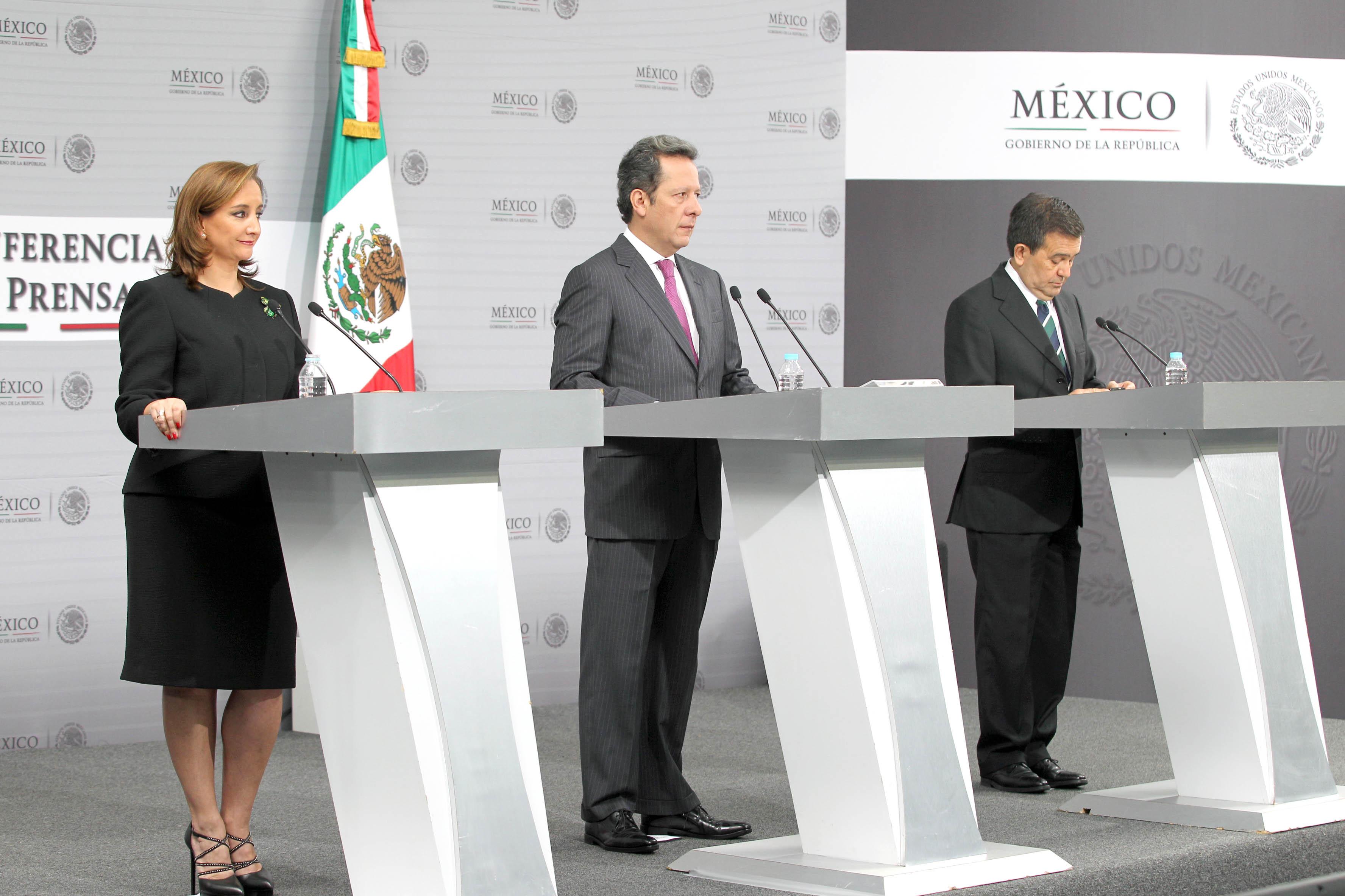 FOTO 2 Conferencia de prensa de la Canciller Claudia Ruiz Massieu  Eduardo S nchez e Ildefonso Guajardo.jpg