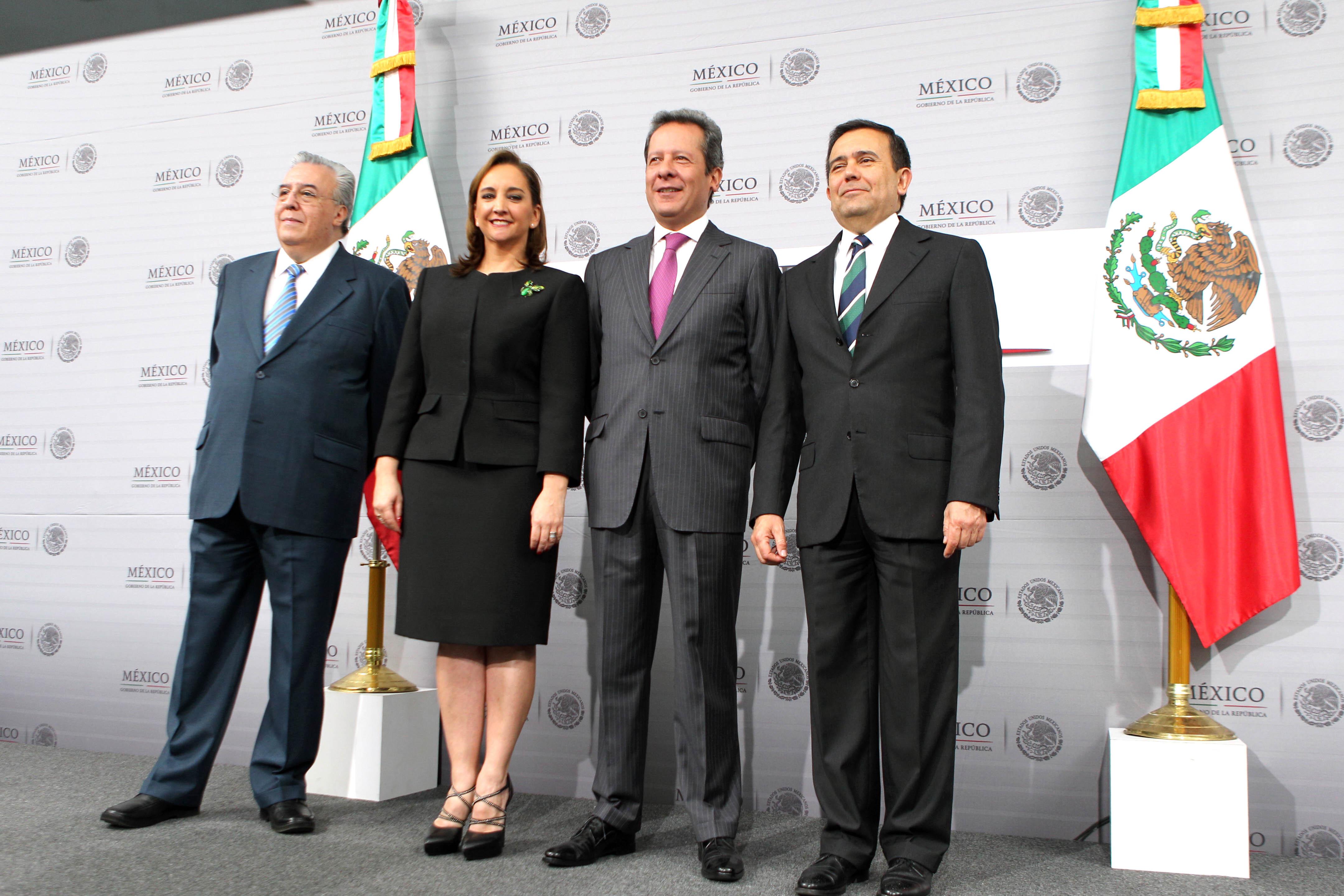 FOTO 1 Roberto Calleja  Claudia Ruiz Massieu  Eduardo S nchez e Ildefonso Guajardo.jpg