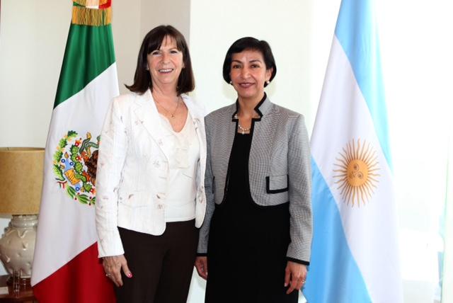 FOTO Subsecretaria Socorro Flores Liera con Patricia Vaca Narvaja  Embajadora de la Rep blica de Argentina en M xicojpg
