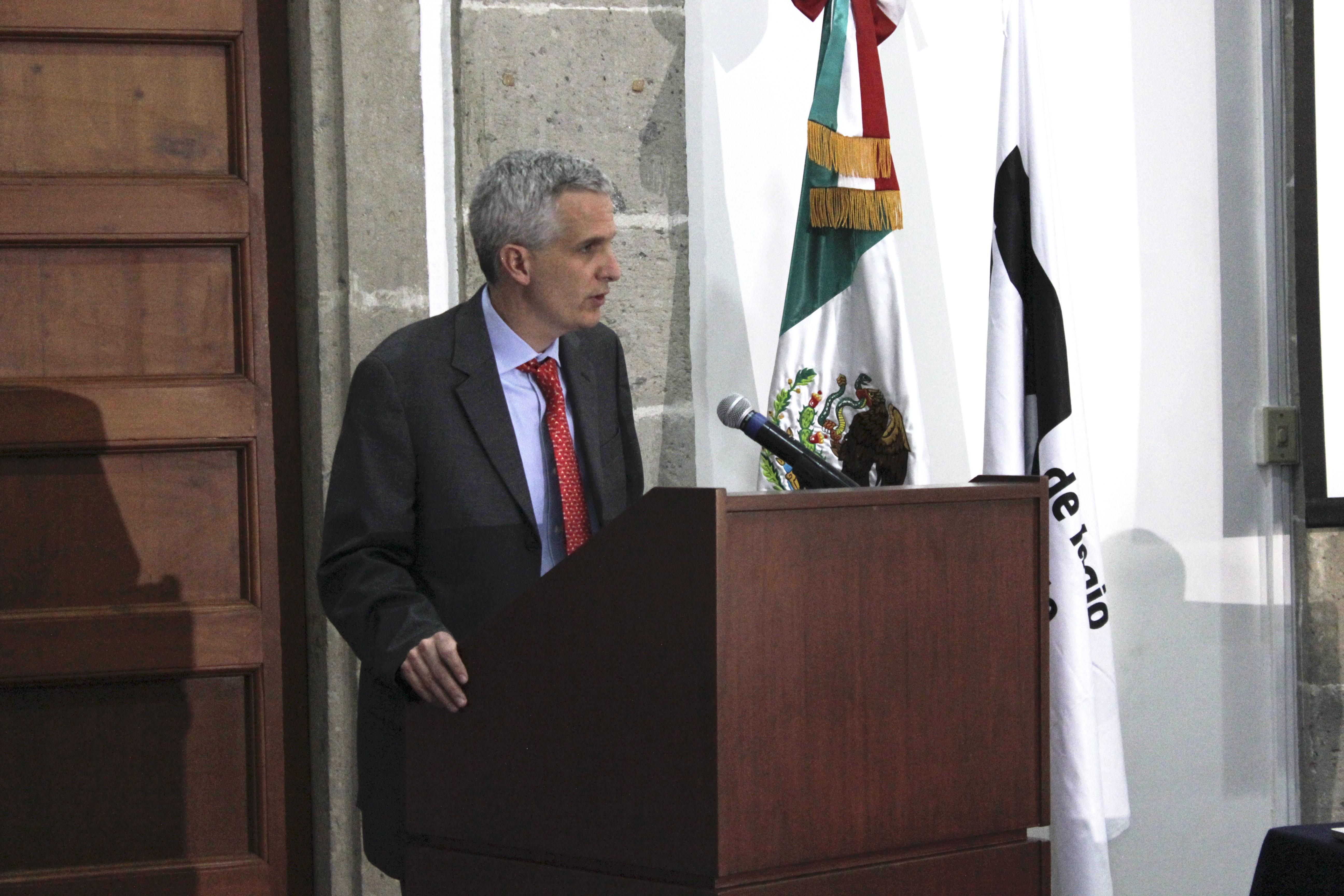 FOTO 1 Subsecretario Carlos P rez Verd a en el Foro sobre cultura del Pueblo Chicano Mexicanojpg