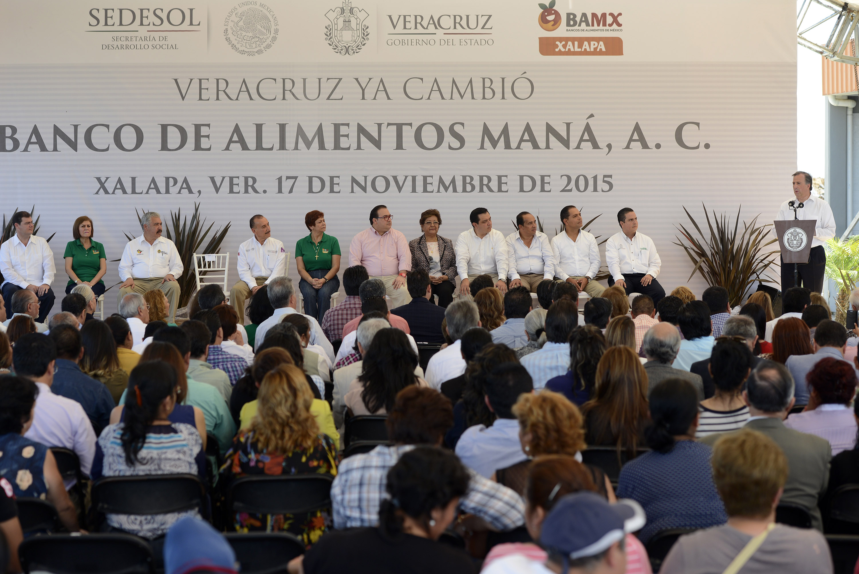 FOTO 2 Secretario Jos  Antonio Meade Kuribre a durante una gira de trabajo por Veracruzjpg