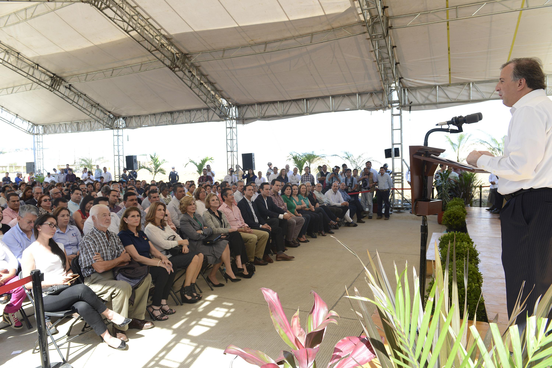FOTO 3 Secretario Jos  Antonio Meade Kuribre a durante una gira de trabajo por Veracruzjpg