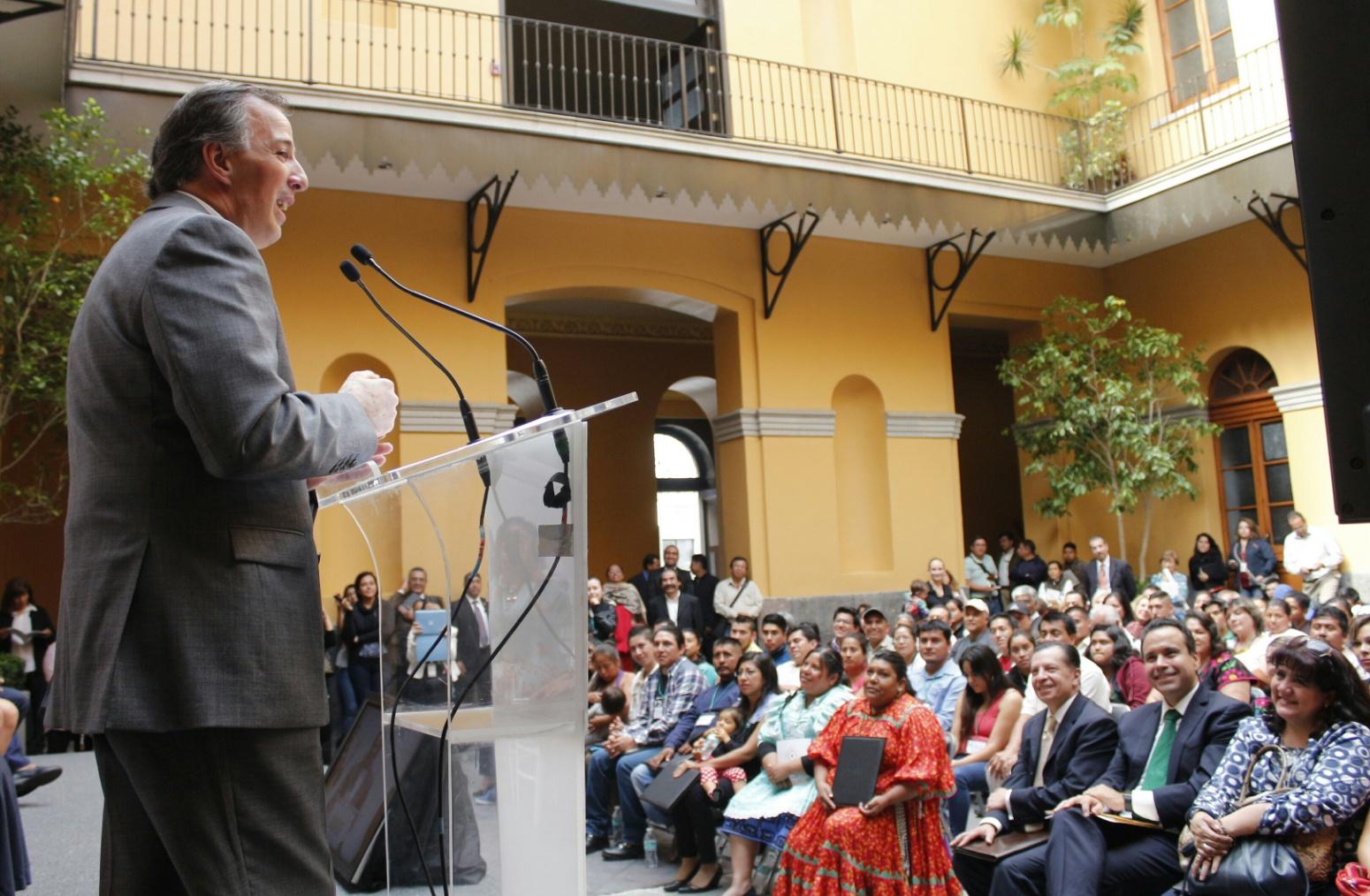 FOTO 2 Secretario Meade durante la entrega del Premio Nacional de Nacimientos.jpg