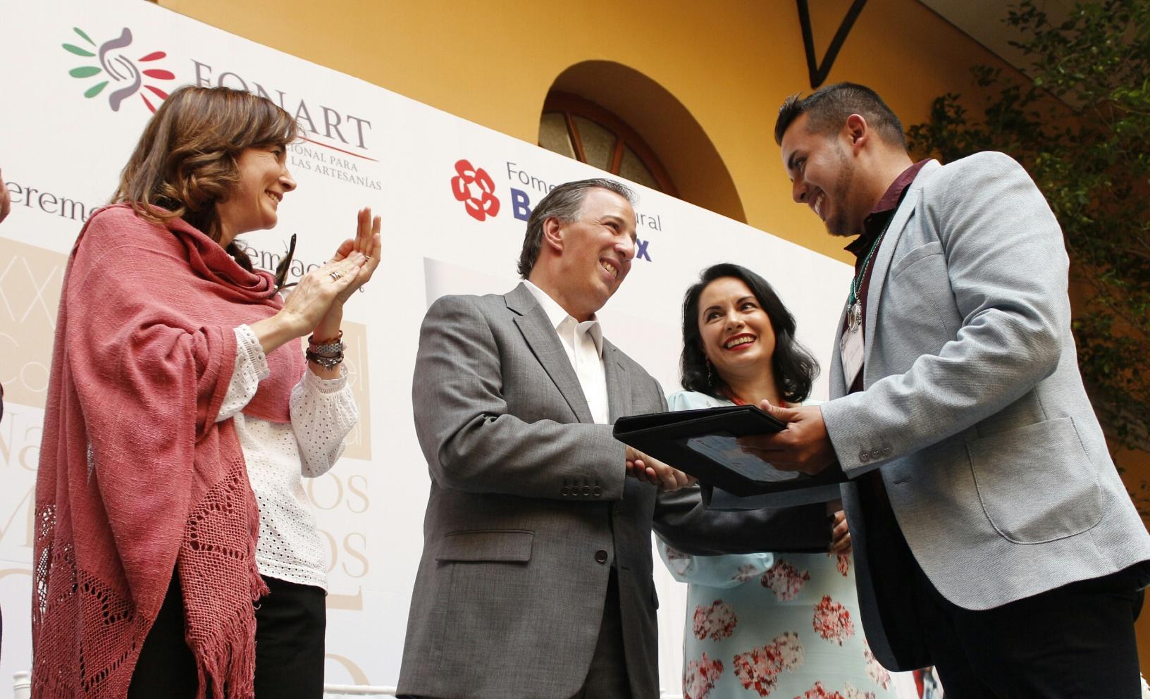 FOTO 3 Secretario Meade durante la entrega del Premio Nacional de Nacimientos.jpg
