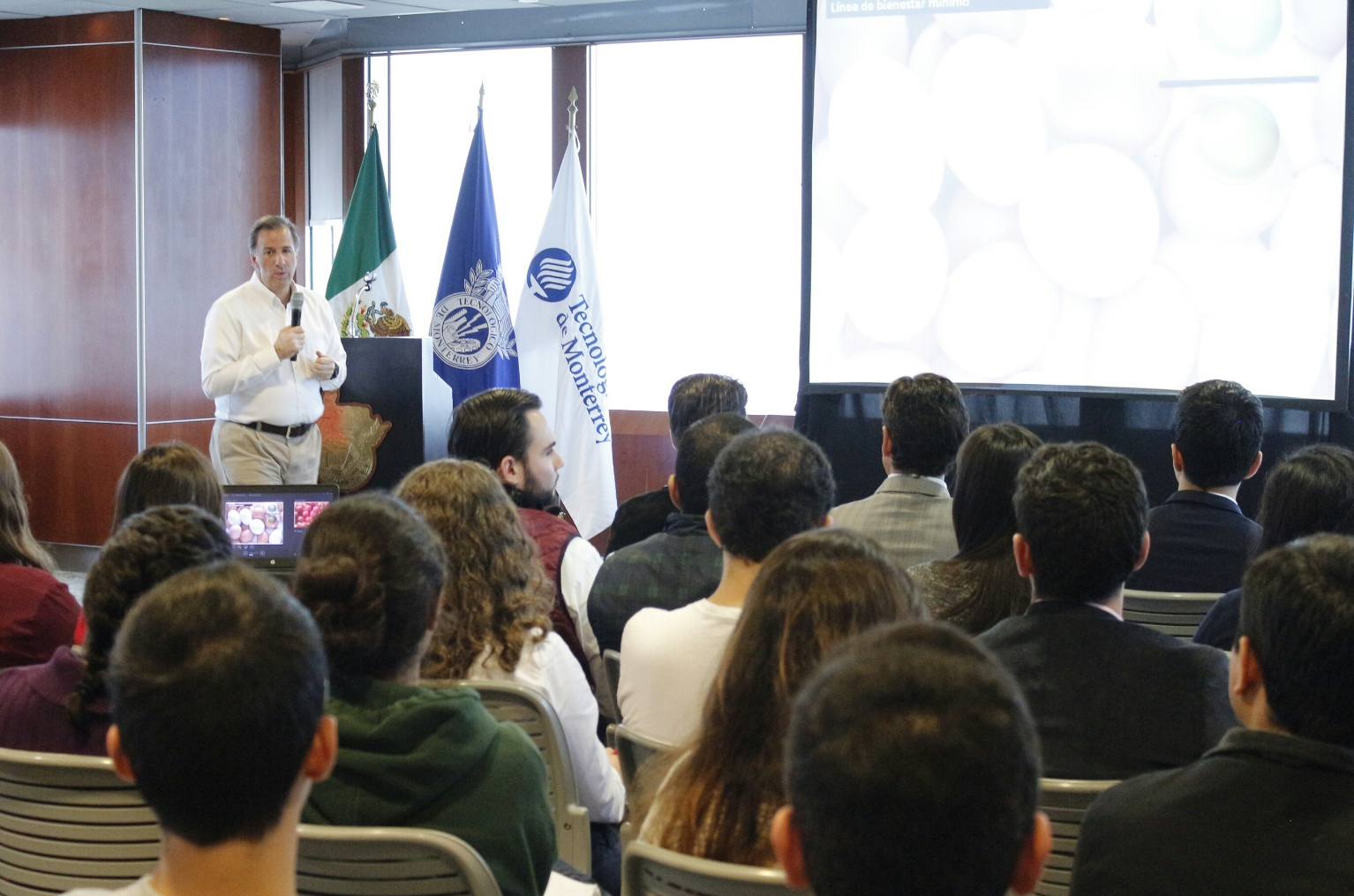 FOTO 1 El secretario Meade intercambi  puntos de vista con universitarios del Tec de Monterrey y de la Universidad Aut noma de Nuevo Le n.jpg