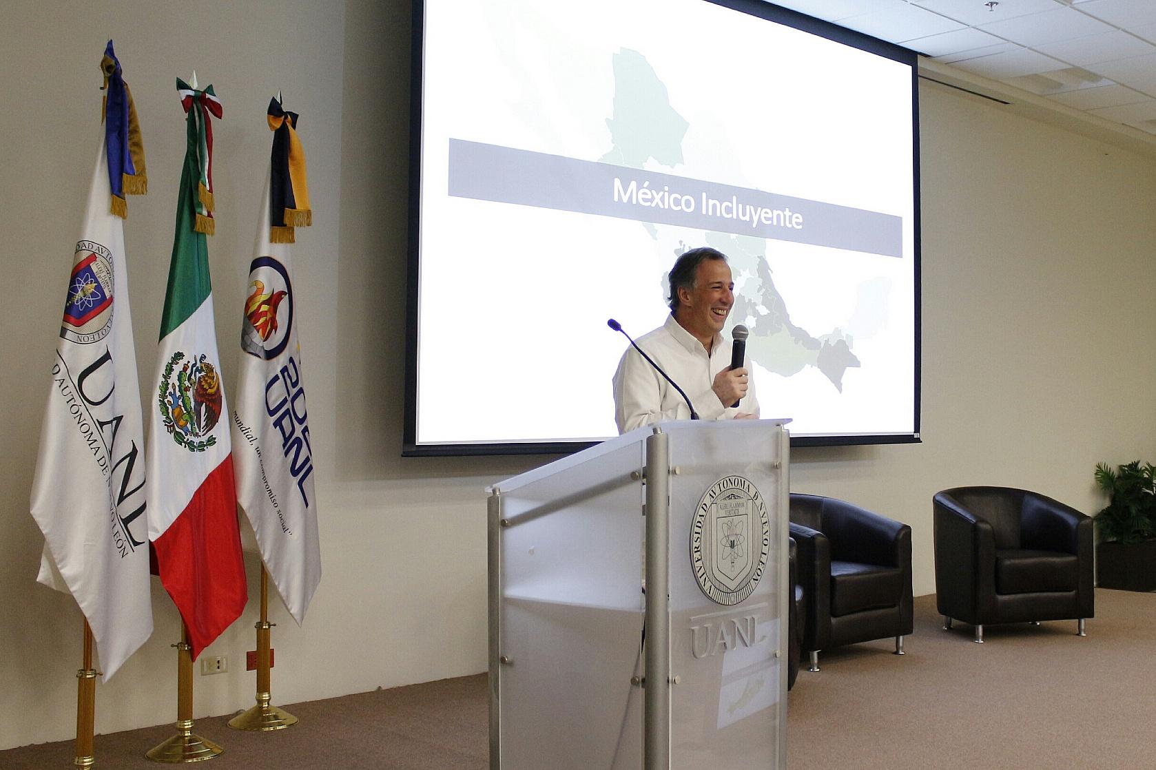 FOTO 2 El secretario Meade intercambi  puntos de vista con universitarios del Tec de Monterrey y de la Universidad Aut noma de Nuevo Le n.jpg