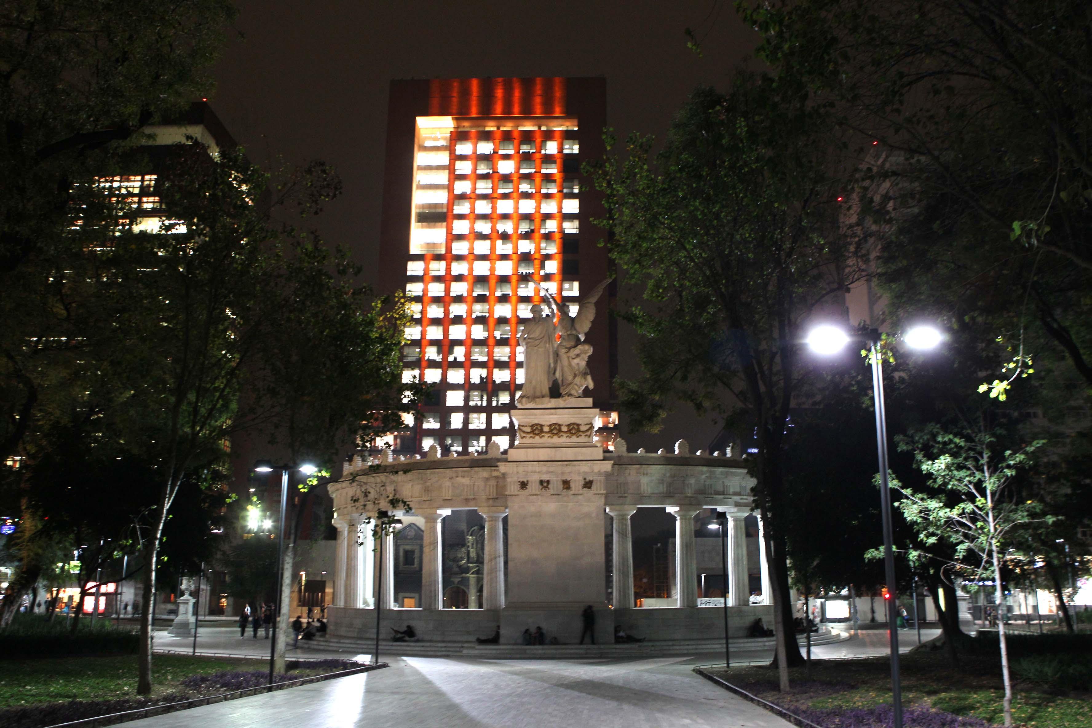 FOTO 2 Edificio de la SRE se ilumina de naranja  por el D a Internacional de la Eliminaci n de la Violencia Contra la Mujerjpg