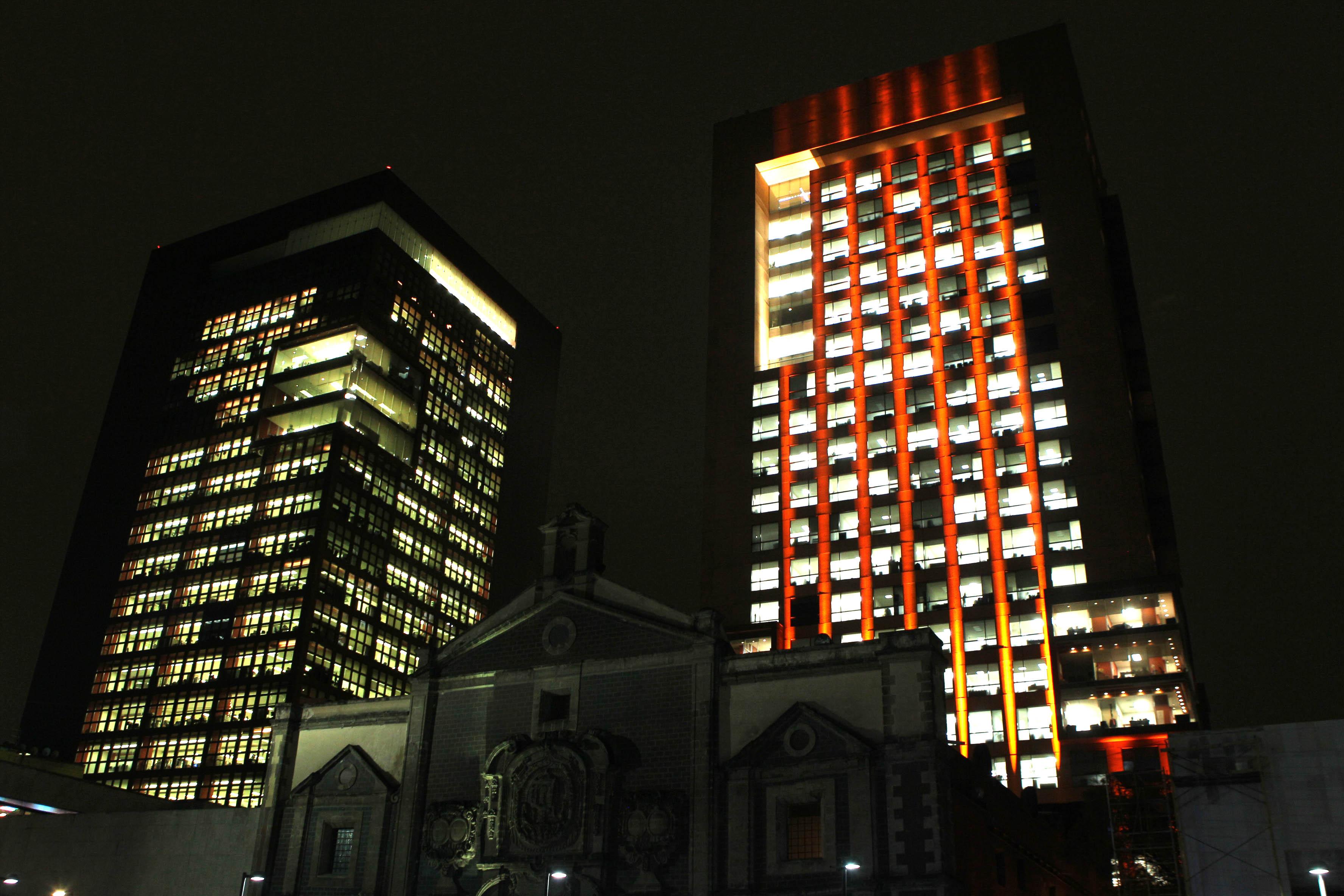 FOTO 1 Edificio de la SRE se ilumina de naranja  por el D a Internacional de la Eliminaci n de la Violencia Contra la Mujerjpg