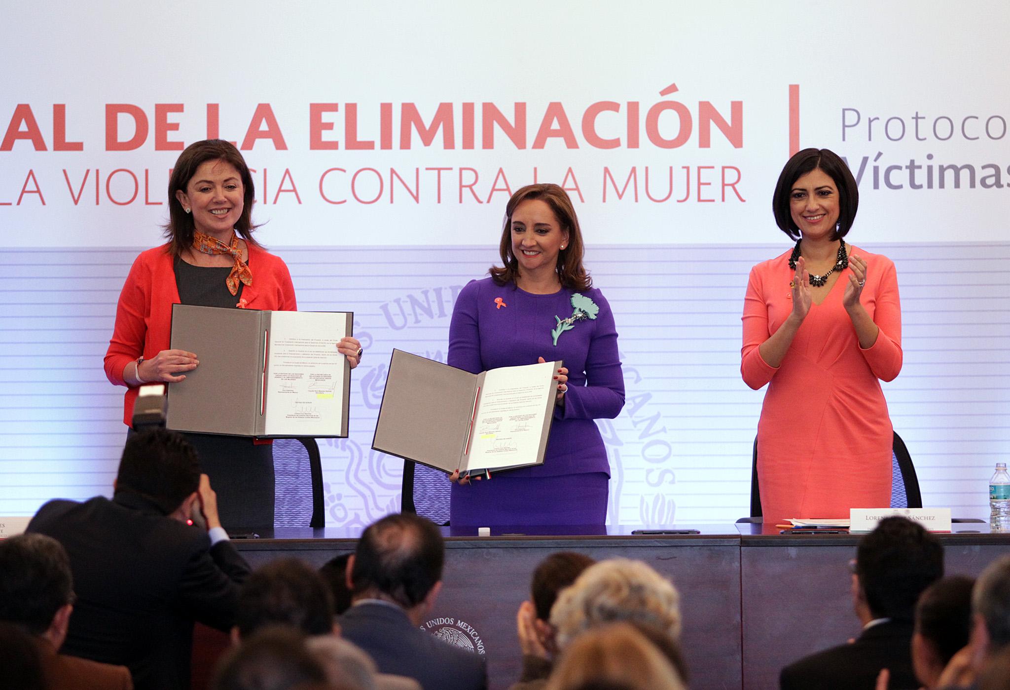 FOTO 2 Ana G ezmes  Canciller Claudia Ruiz Massieu y Lorena Cruz S nchezjpg