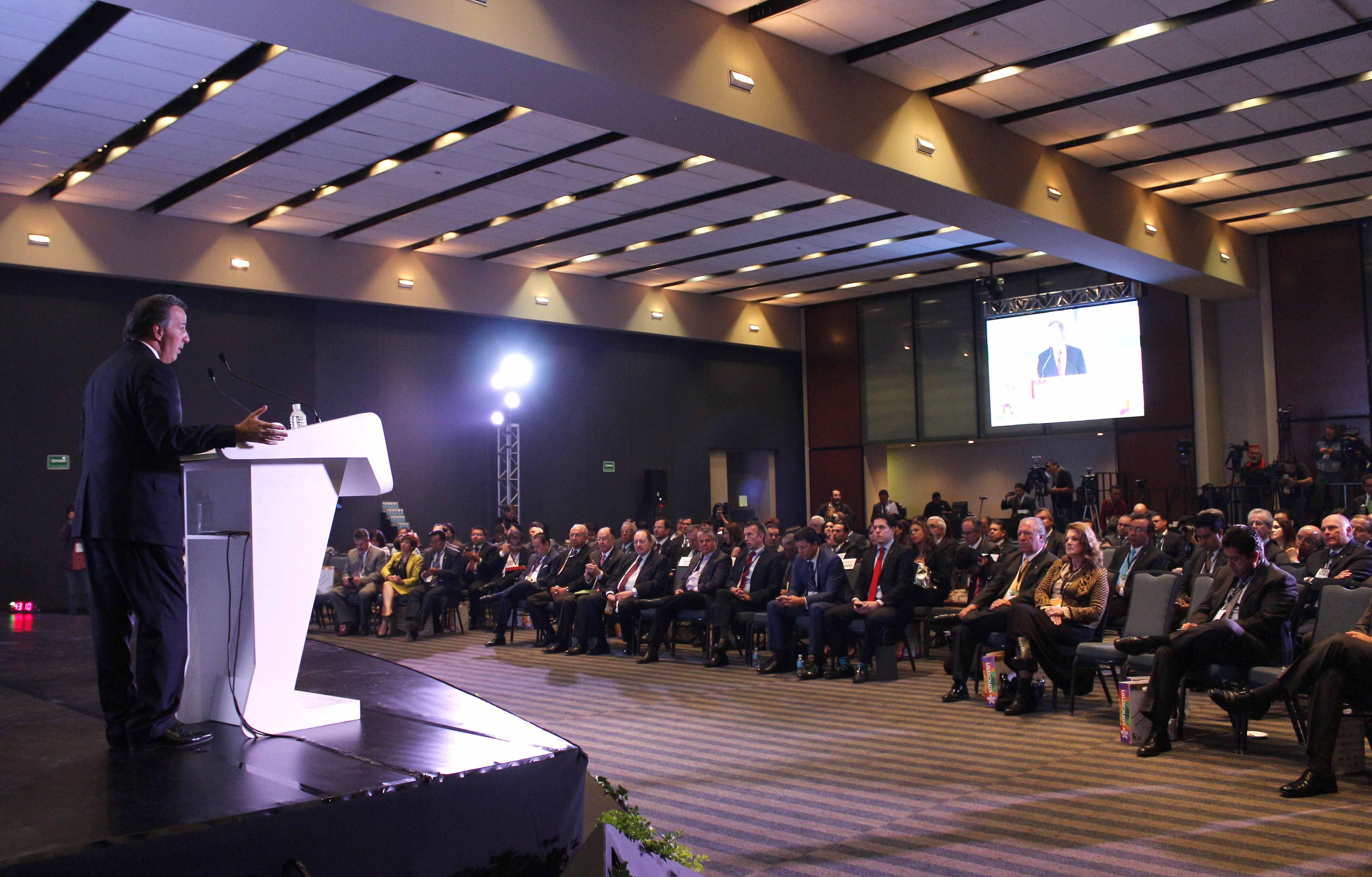 FOTO 2 Secretario Meade durante la Reuni n Anual de Industriales 2015 de la CONCAMIN.jpg
