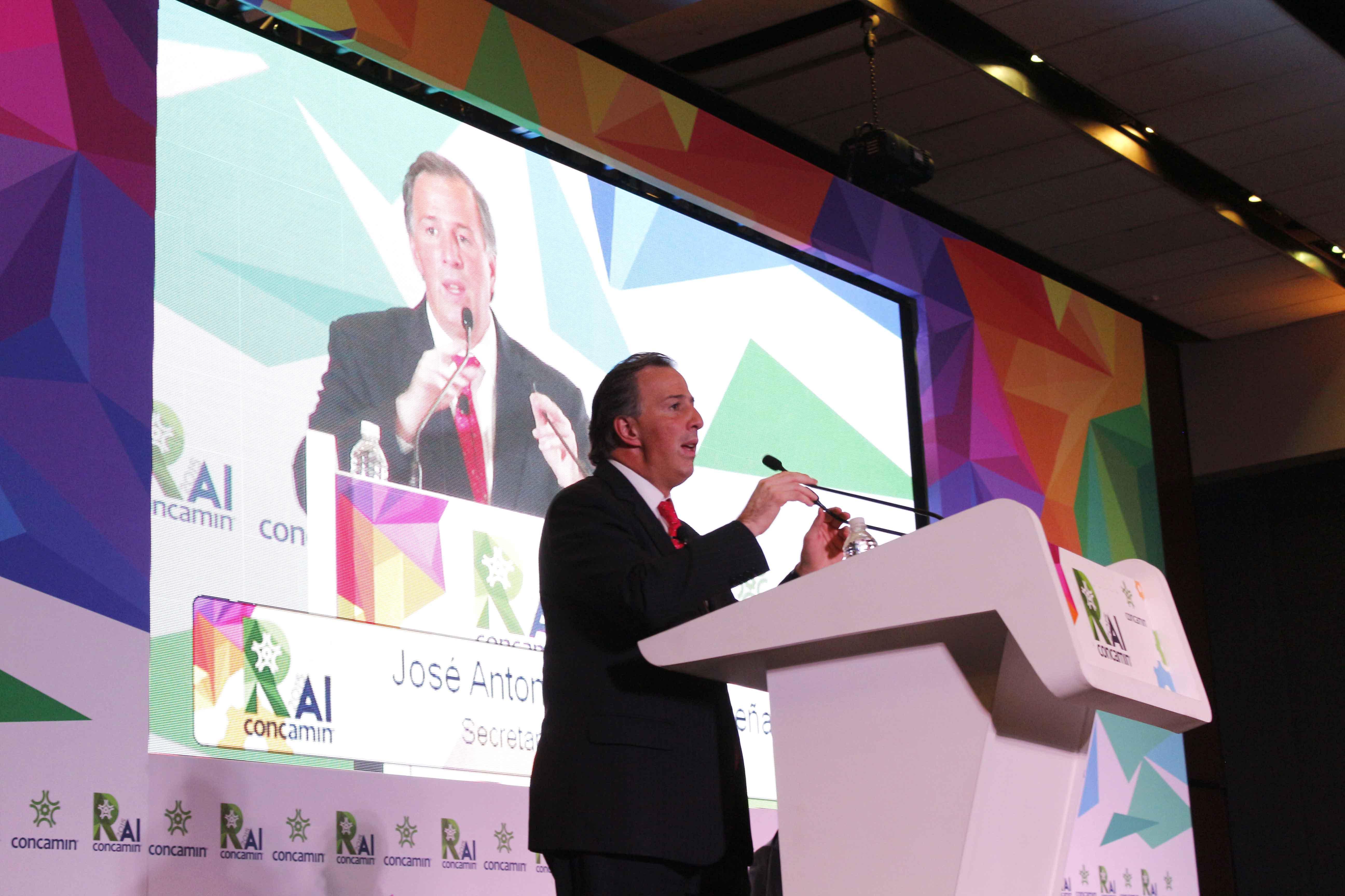 FOTO 1 Secretario Meade durante la Reuni n Anual de Industriales 2015 de la CONCAMIN.jpg