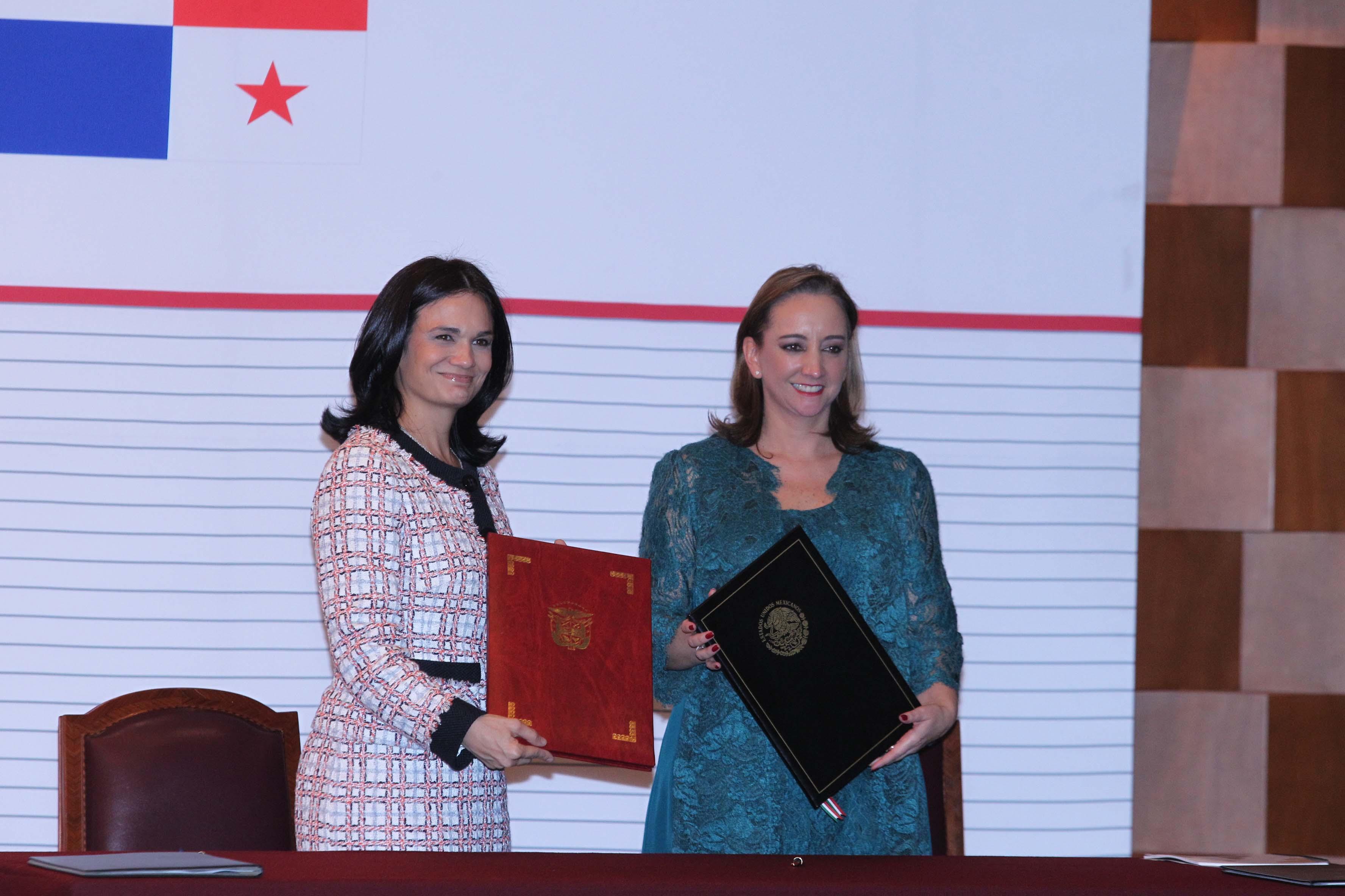 FOTO 1 Canciller Claudia Ruiz Massieu y la Vicepresidenta de la Rep blica de Panam   Isabel de Saint Malo de Alvaradojpg