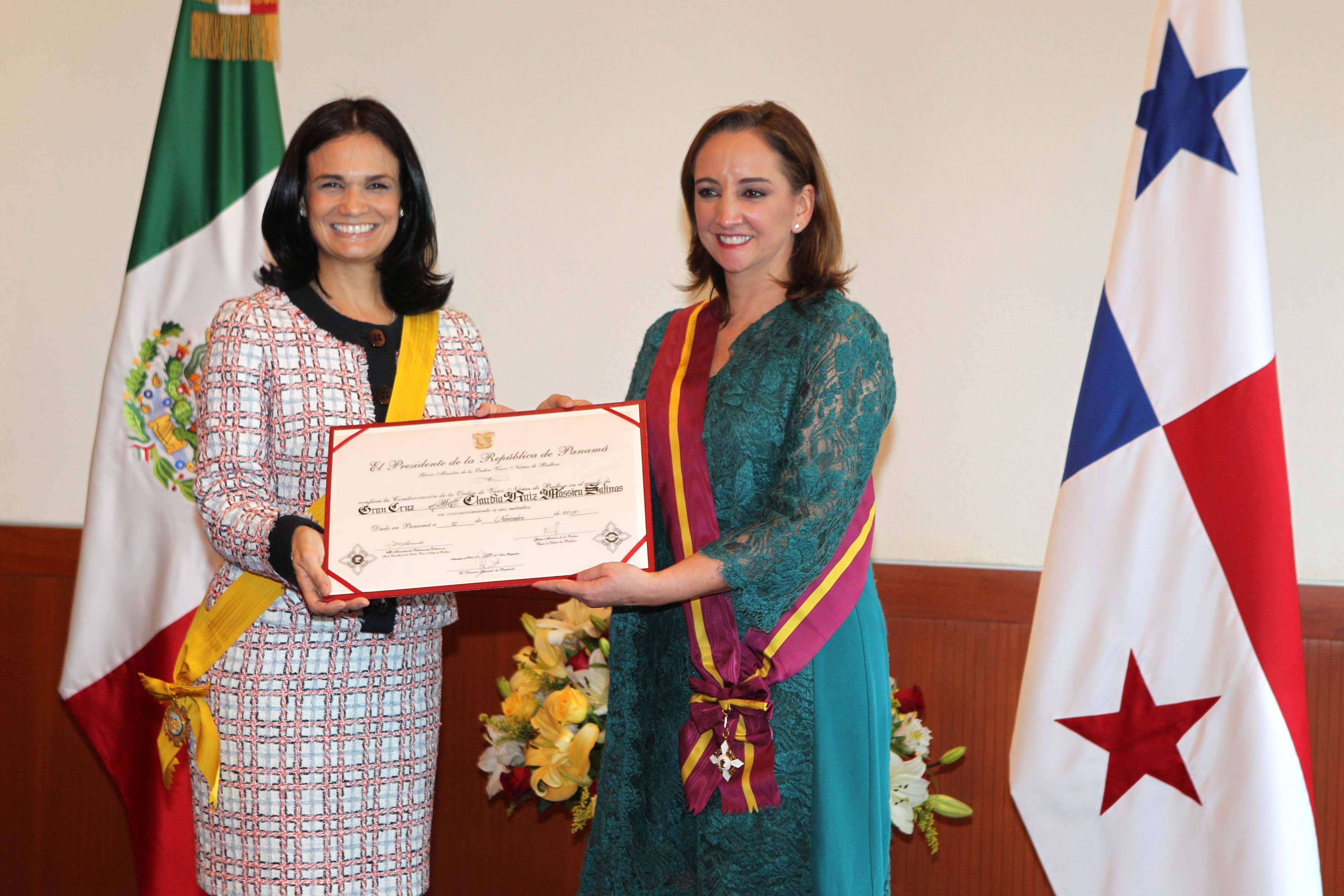 FOTO 2 Canciller Claudia Ruiz Massieu y la Vicepresidenta de la Rep blica de Panam   Isabel de Saint Malo de Alvaradojpg