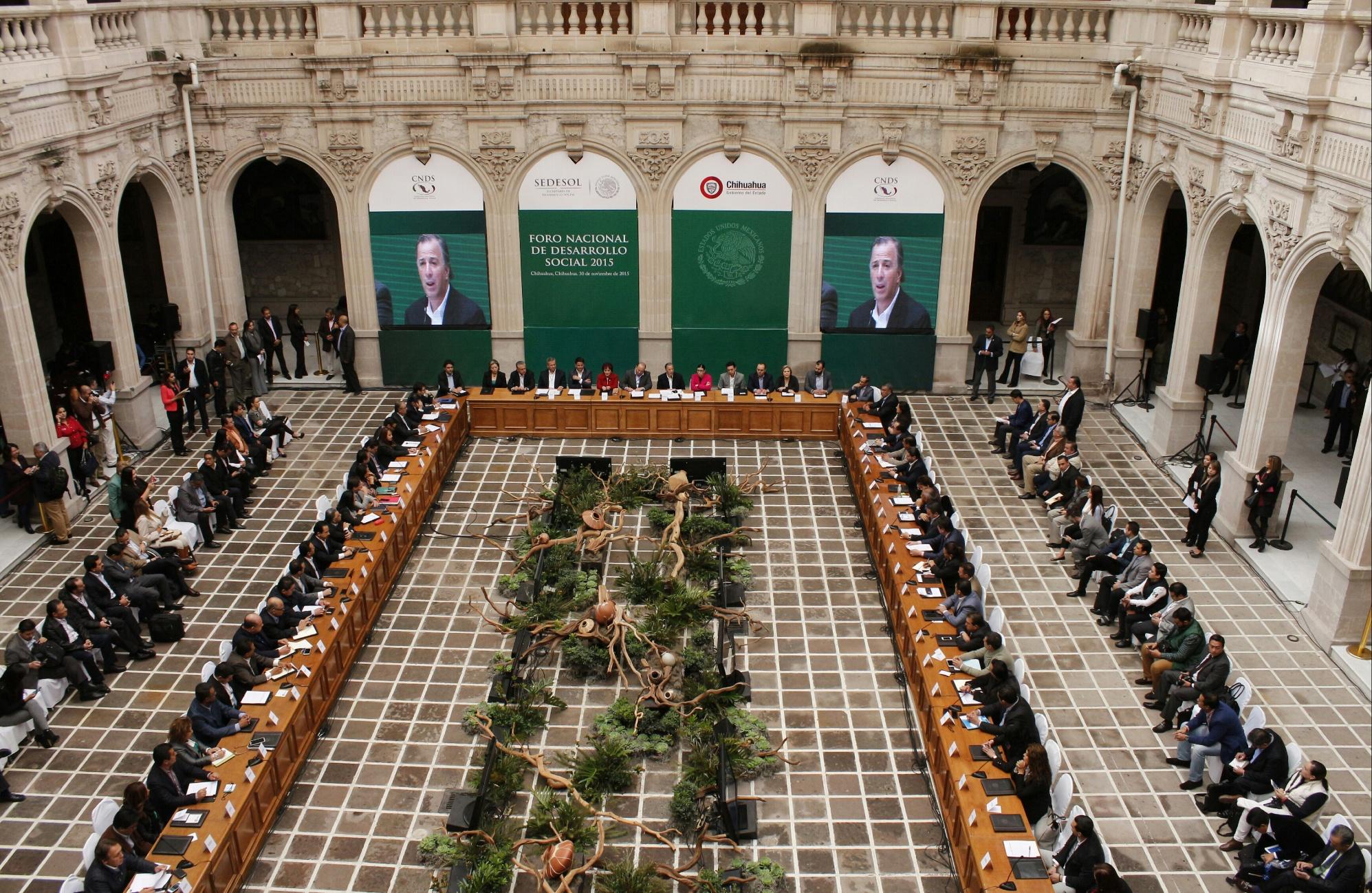 FOTO 3 Secretario Meade durante la inauguraci n de la Segunda Sesi n Ordinaria 2015 de la CNDS.jpg