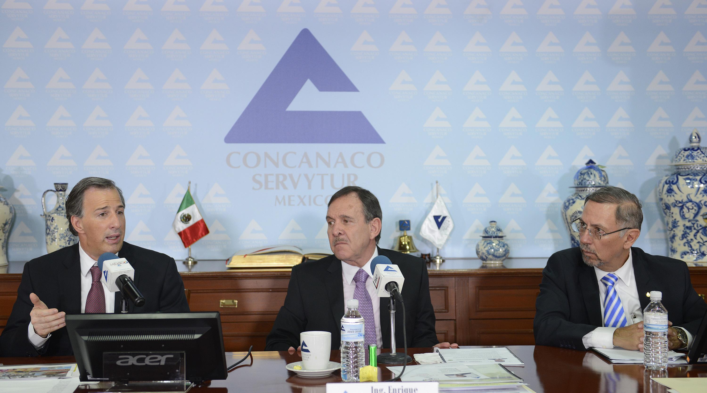 FOTO 3 Secretario Meade al reunirse con empresarios de la Concanaco Serviturjpg