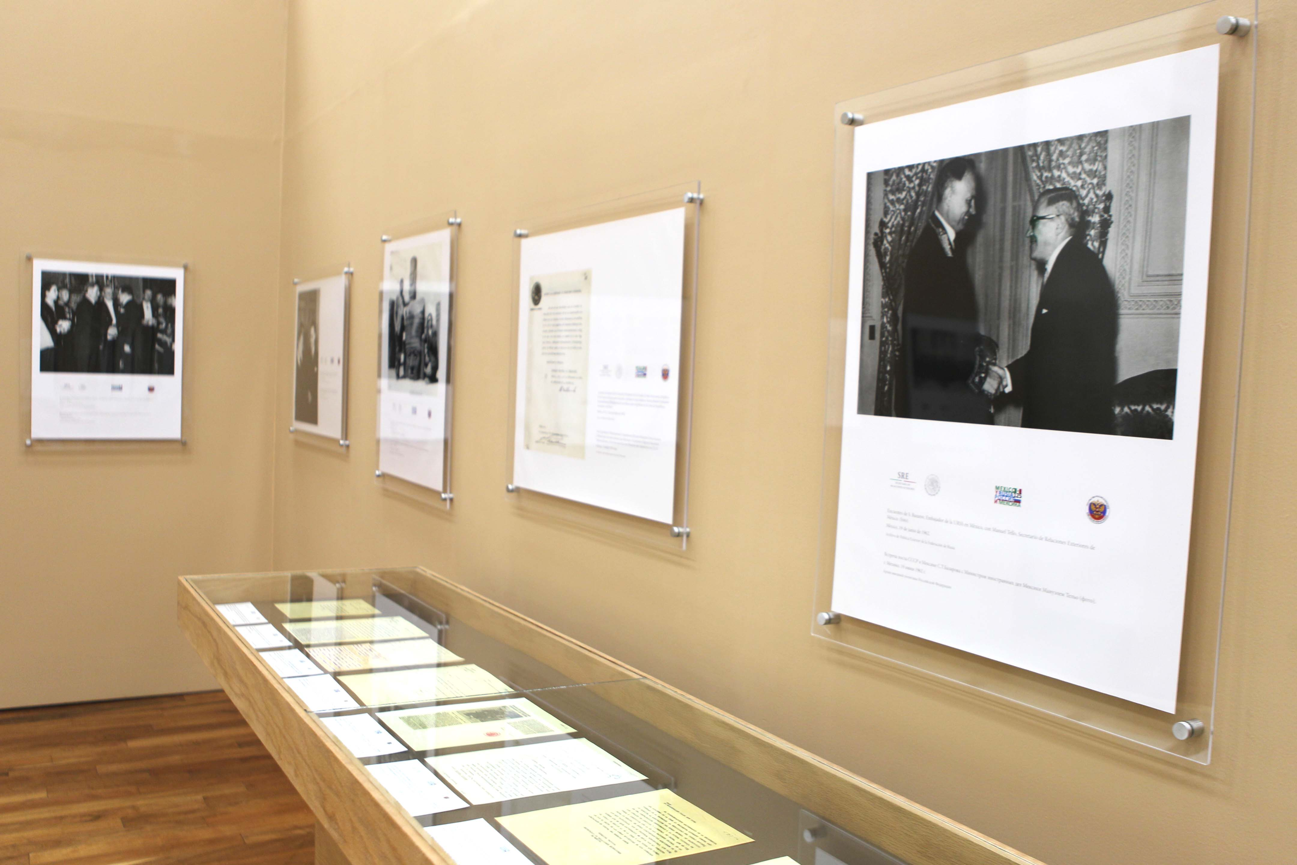 FOTO 2 Exposicion Documental y Fotografica 125 A os de Relaciones Diplomaticas M xico Rusiajpg