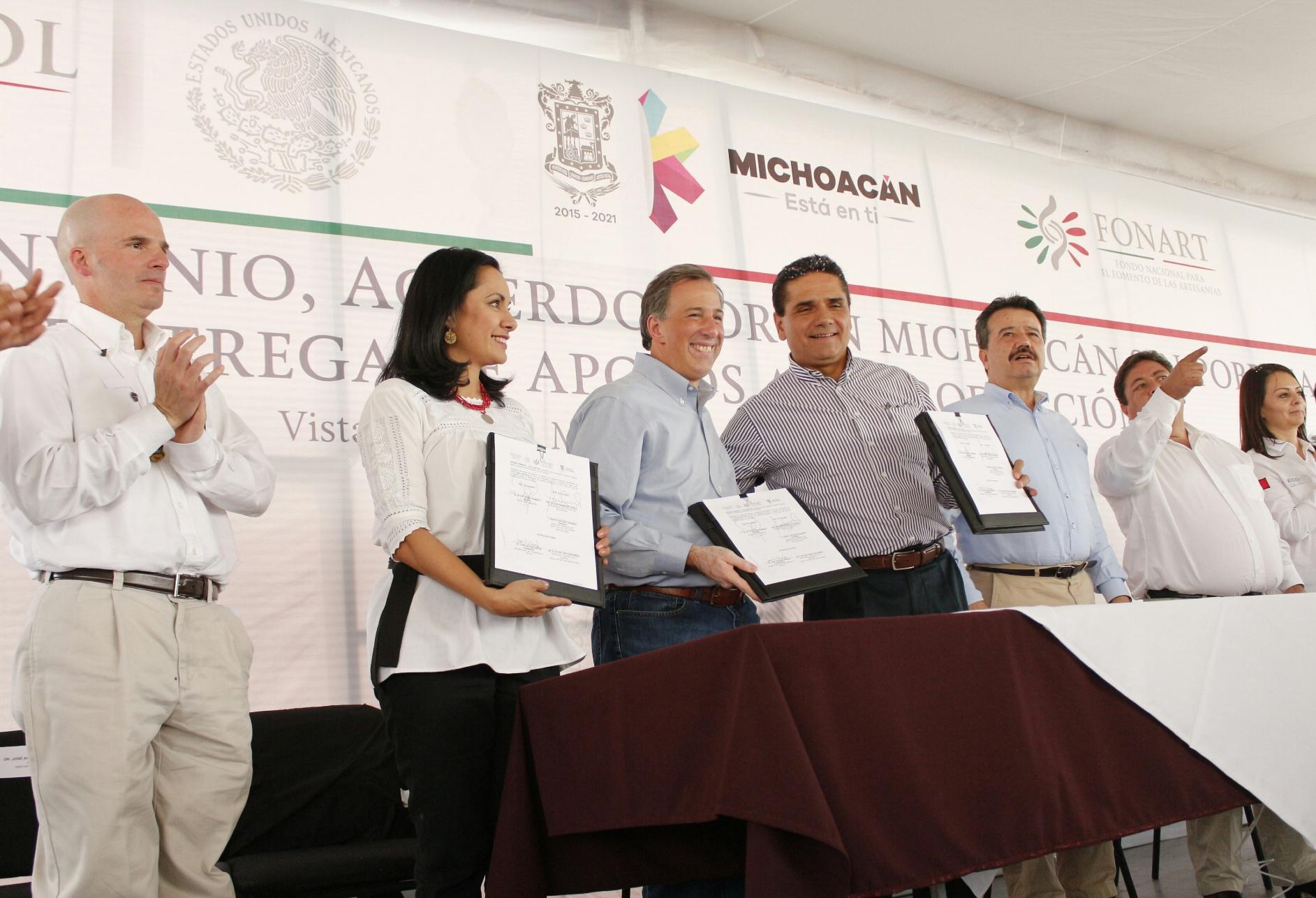 FOTO 4 Secretario Meade en el marco de su gira de trabajo a Michoac njpg