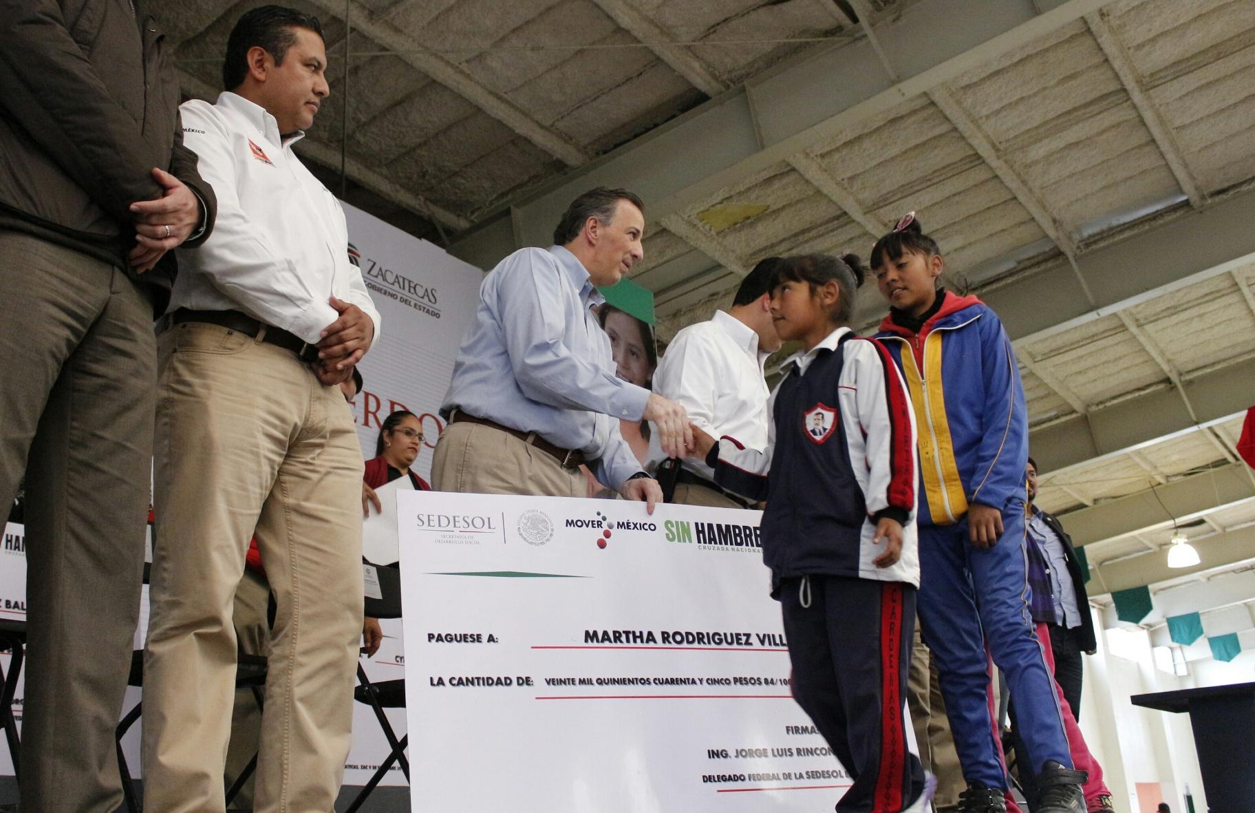 FOTO 9 SECRETARIO MEADE EN EL MARCO DE SU GIRA EN ZACATECASjpg