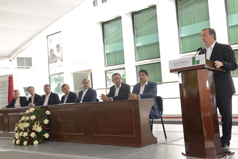 FOTO 2 Secretario Meade  durante la instauraci n del nombre del general L zaro C rdenas Del R o a la planta Liconsa en Jiquilpan  Michoac njpg