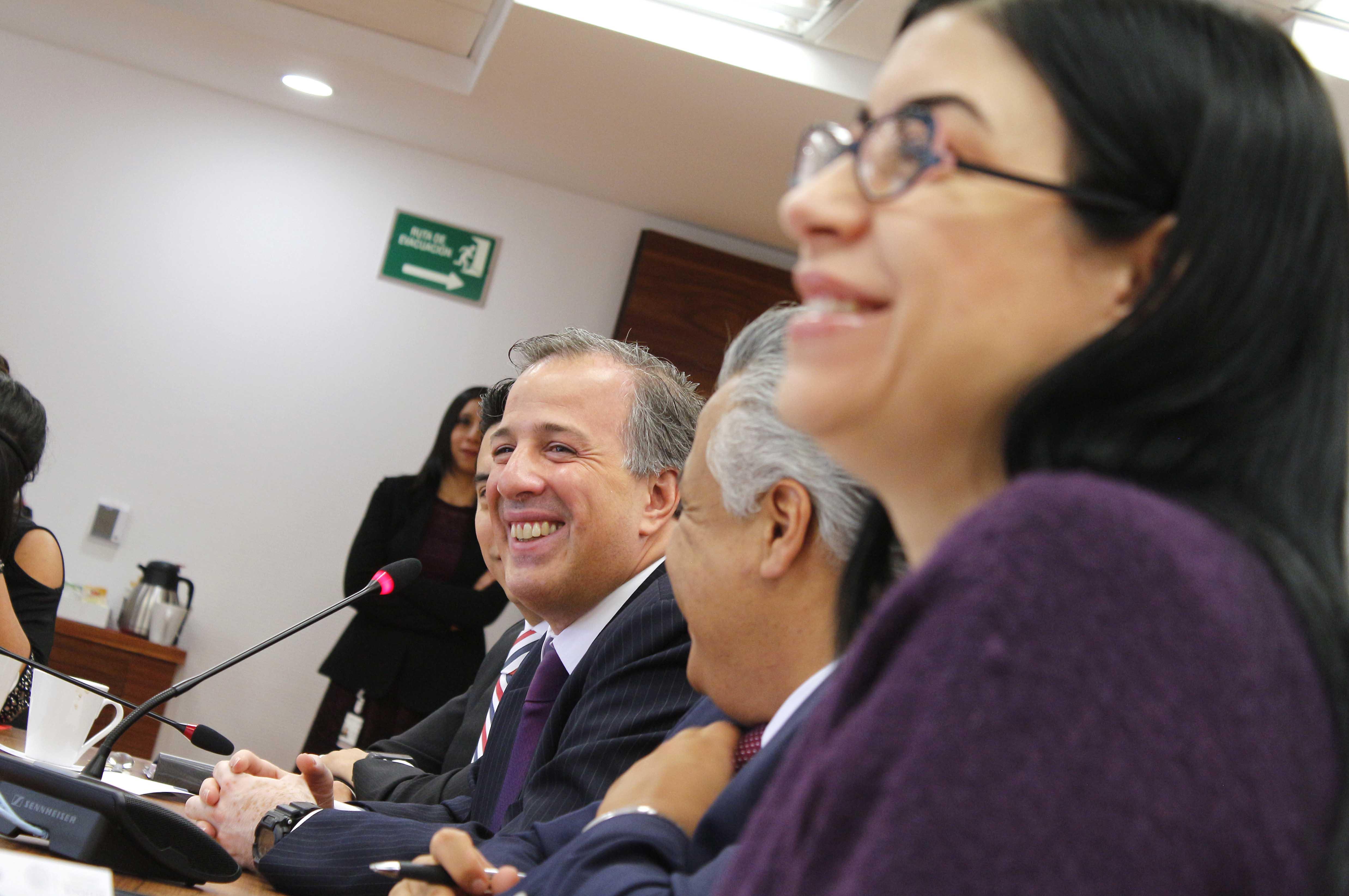 FOTO 4 Encuentro que sostuvo el secretario Meade con reporteros que cubren las actividades de la dependencia.jpg