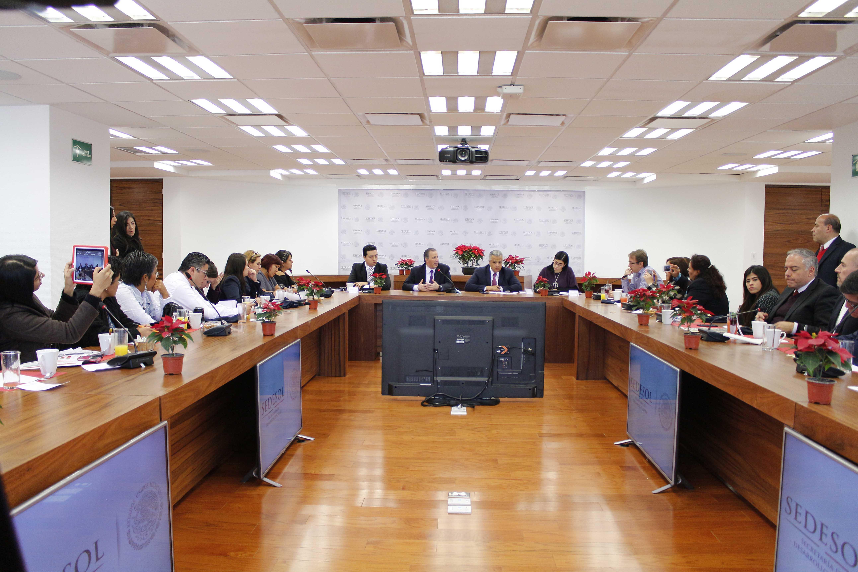 FOTO 5 Encuentro que sostuvo el secretario Meade con reporteros que cubren las actividades de la dependencia.jpg