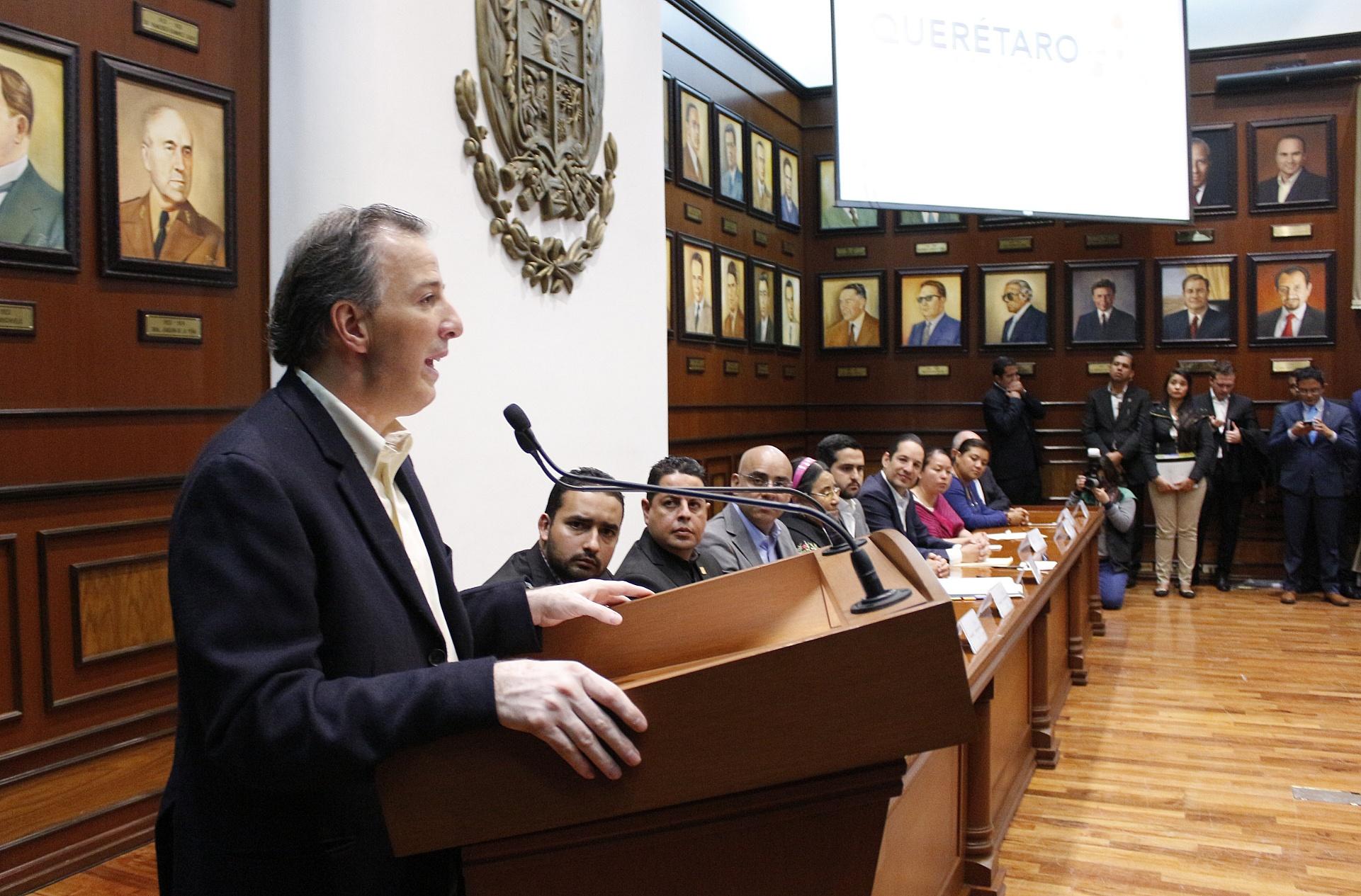 FOTO 2 Secretario Meade durante la Firma del Acuerdo por un Quer taro Sin Pobrezajpg