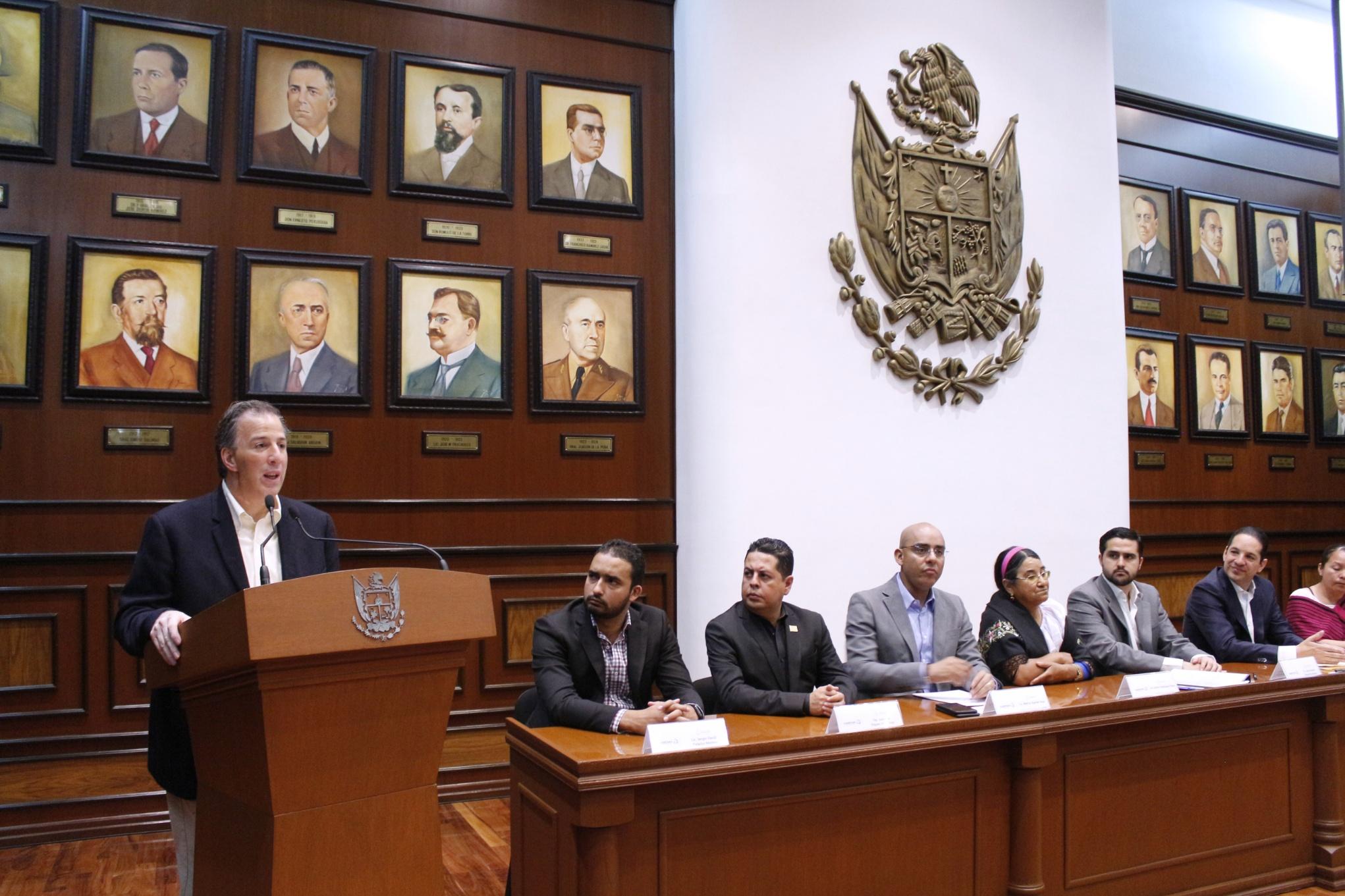 FOTO 3 Secretario Meade durante la Firma del Acuerdo por un Quer taro Sin Pobrezajpg
