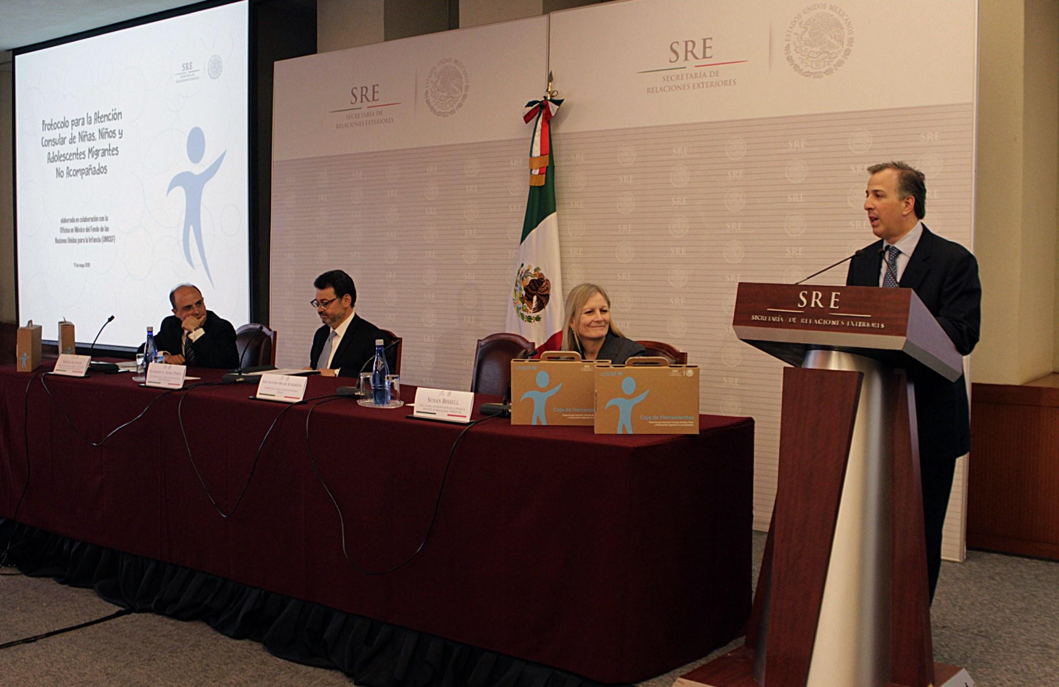 FOTO 2 Canciller Jos  Antonio Meade en la presentaci n del Protocolo de Atenci n Consular para Ni as  Ni os y Adolescentes Migrantes no Acompa adosjpg