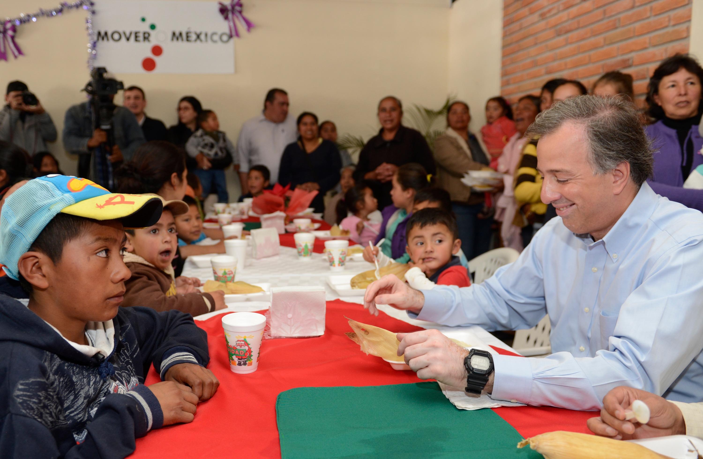 El srio meade visit a beneficiarios de un comedor for Proyecto de comedor comunitario