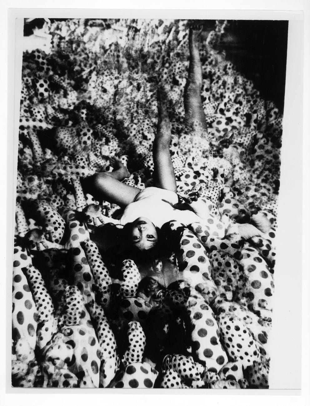 Infinity mirror room 1965jpg