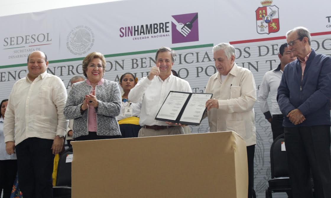 FOTO 2 Secretario Meade en el marco de su gira de trabajo por el estado de Tabasco.jpg