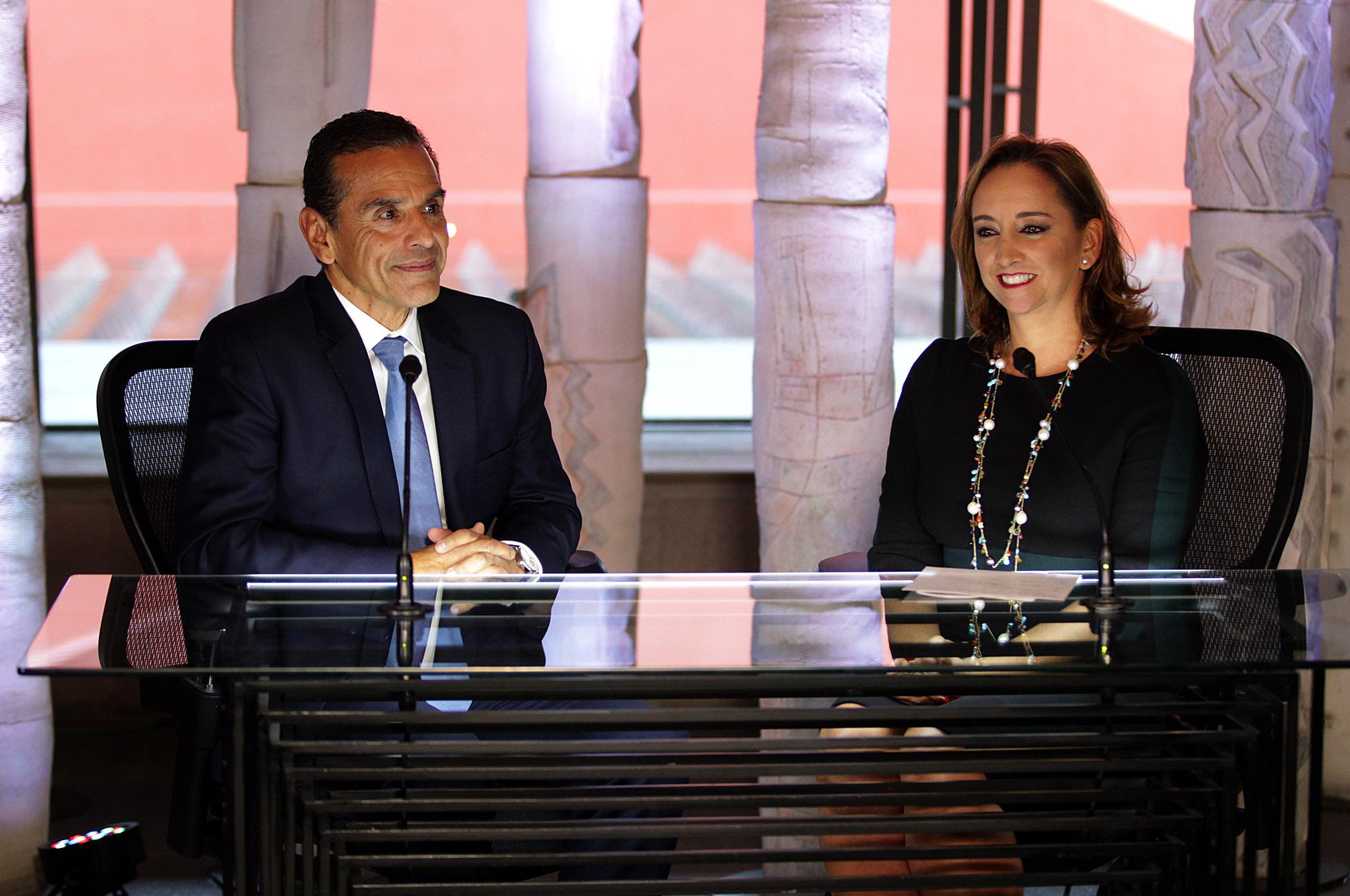 FOTO 3 La Canciller Claudia Ruiz Massieu entrevist  a Antonio Villaraigosa  exalcalde de Los  ngeles  para SRE Televisi n.jpg