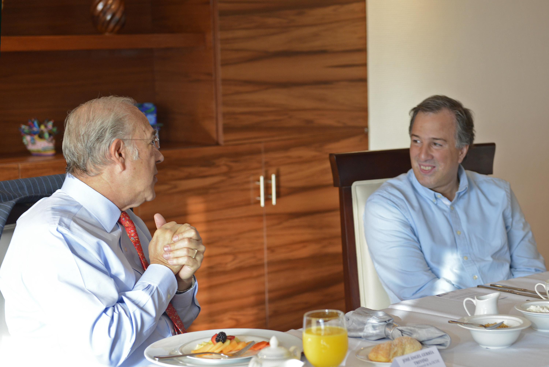 FOTO 2 Secretario  Meade en reuni n con el secretario general de la OCDE  Jos   ngel Gurr a.jpg