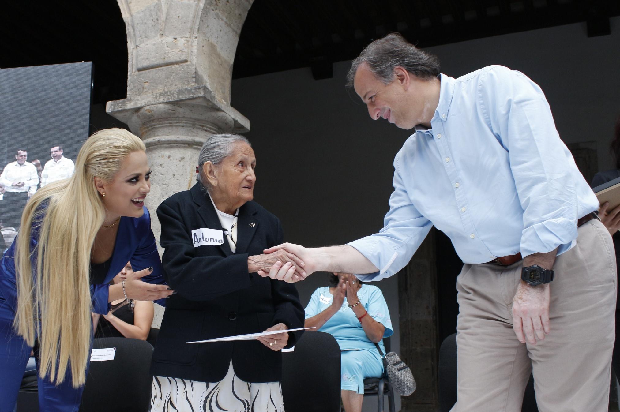 FOTO 3 Secretario Meade en el marco de su gira de trabajo en el estado de Jalisco.jpg