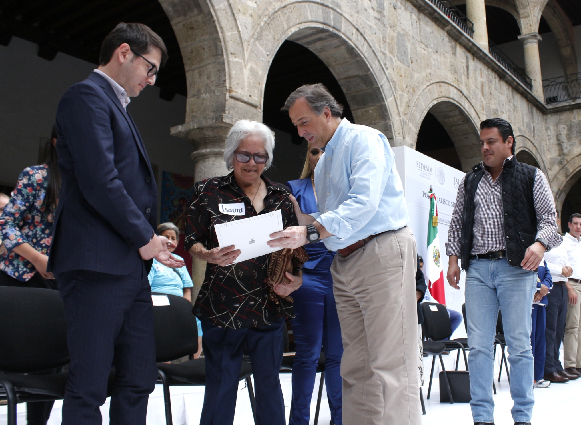 FOTO 2 Secretario Meade en el marco de su gira de trabajo en el estado de Jalisco.jpg