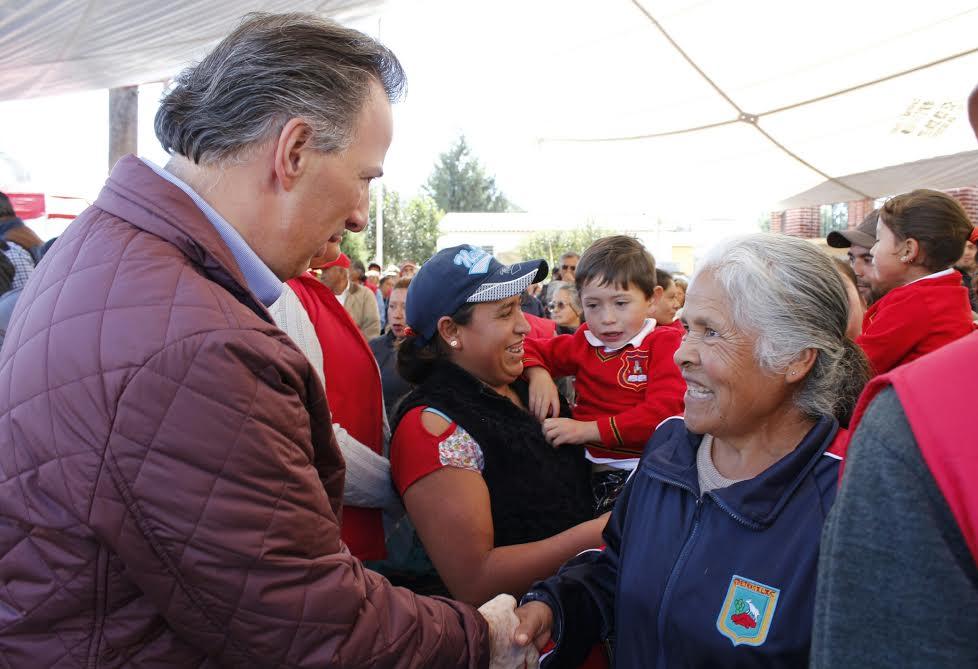 FOTO 1 El secretario Jos  Antonio Meade supervis  la entrega de apoyos a beneficiarios del Programa Firmeza por una Vivienda Digna.jpg