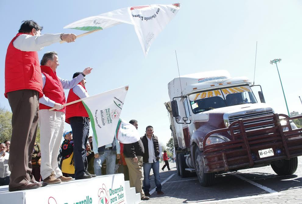FOTO 4 Secretario Meade en el marco de su gira de trabajo en el estado de Tlaxcala.jpg