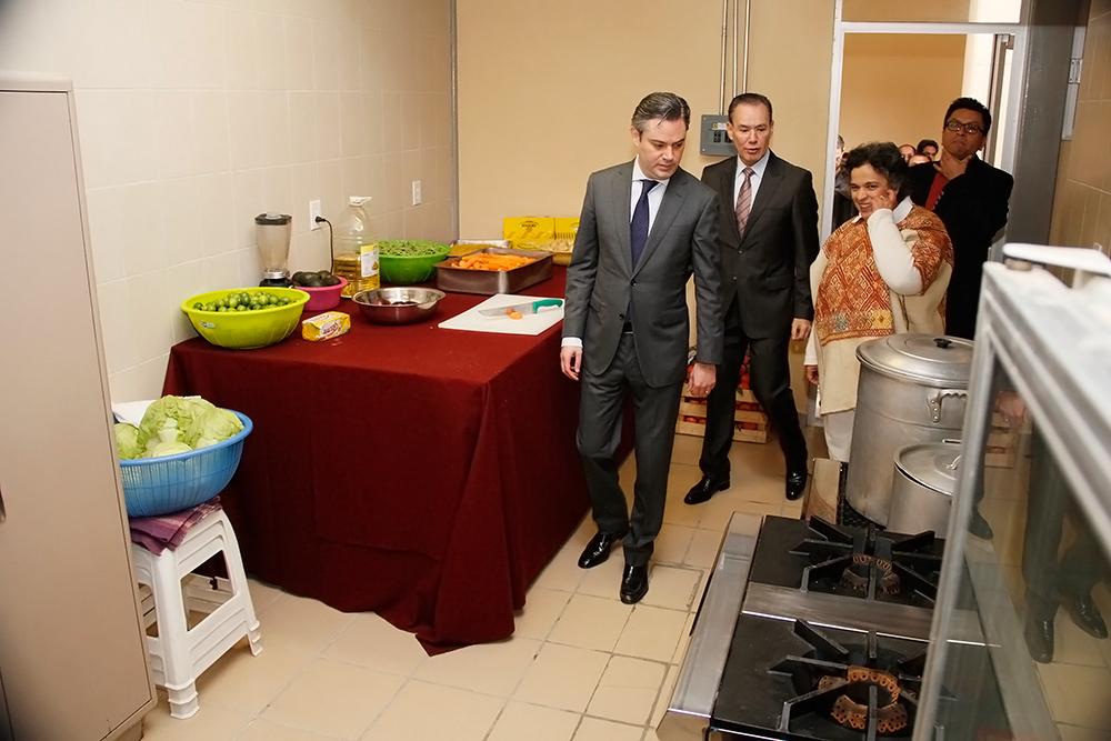visita escuela presidente aleman 11jpg