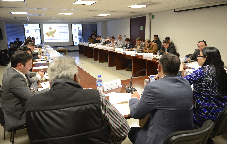 FOTO 2 La subsecretaria de Planeaci n  Evaluaci n y Desarrollo Regional  Vanessa Rubio se re ne con presidentes municipales del estado de Jalisco.jpg